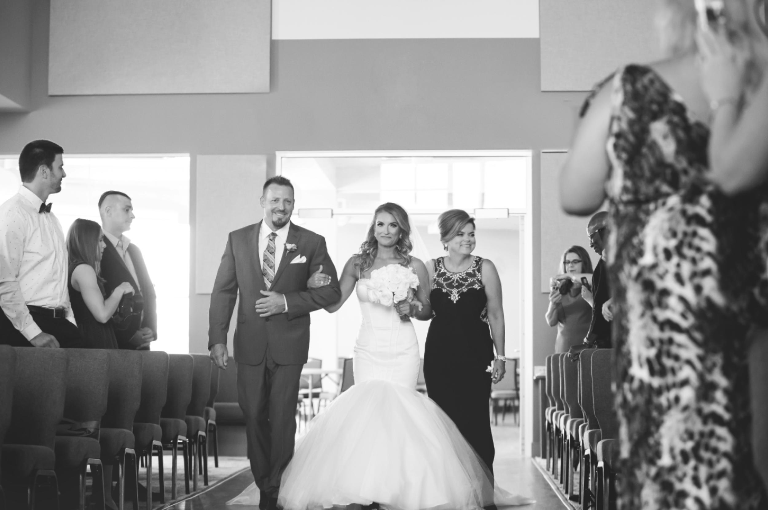 Wedding-Burlington-Convention-Center-Burlington-Oakville-Toronto-Hamilton-Niagara-Wedding-Photographer-Photography-Moments-by-Lauren-Photo-Image-16.png