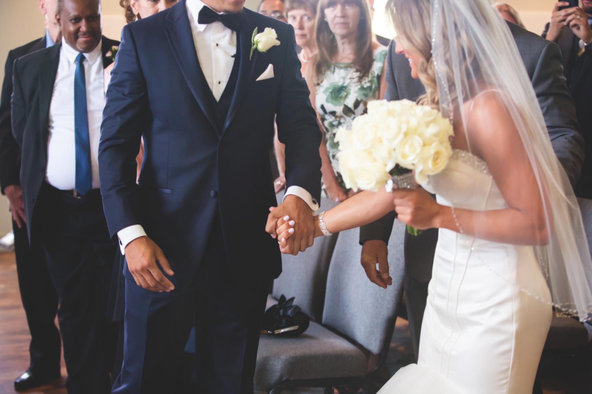 Wedding-Burlington-Convention-Center-Burlington-Oakville-Toronto-Hamilton-Niagara-Wedding-Photographer-Photography-Moments-by-Lauren-Photo-Image-18.png
