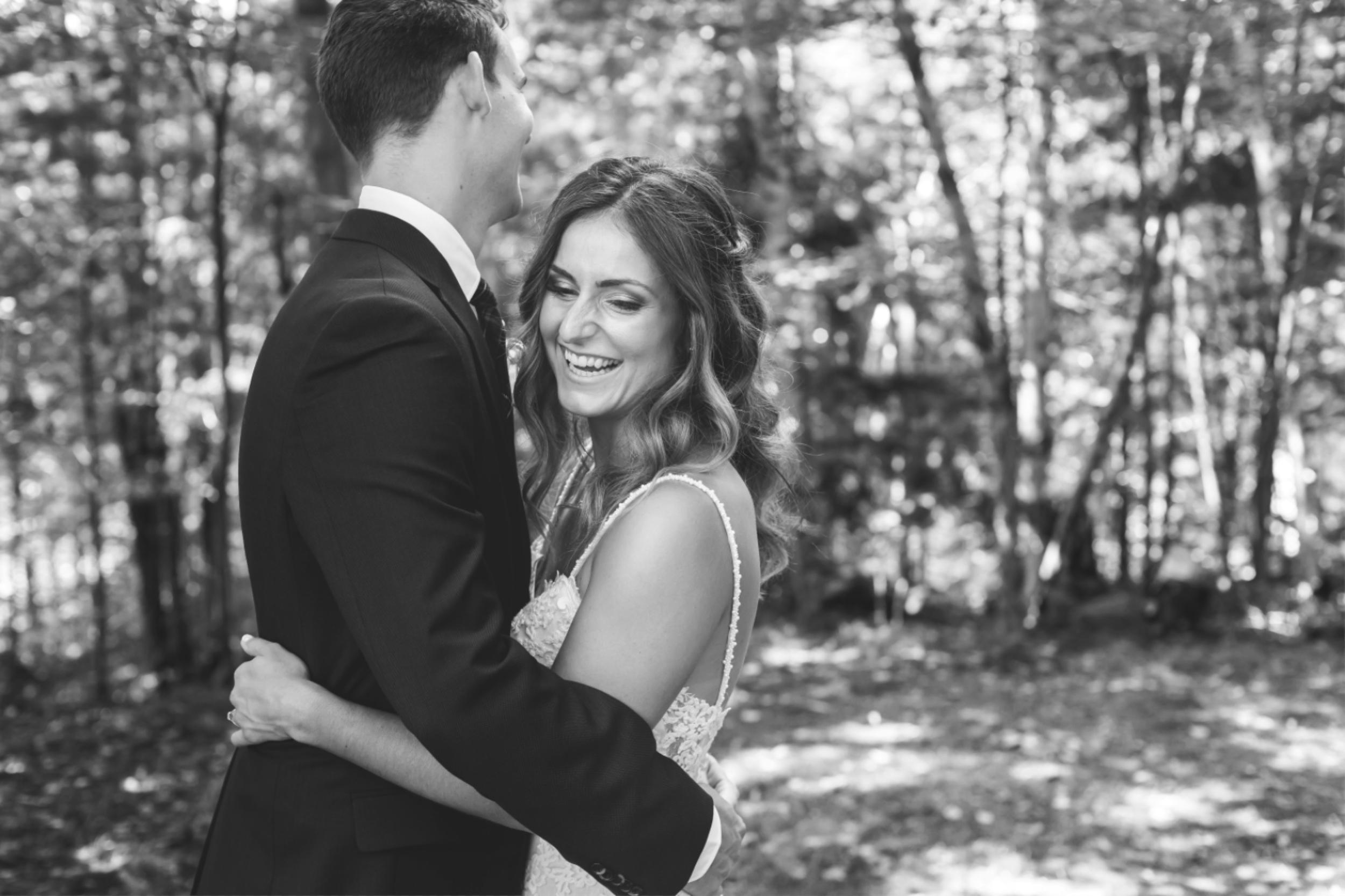 Wedding-Photos-Muskoka-Clevelands-House-Photographer-Wedding-Hamilton-GTA-Niagara-Oakville-Moments-by-Lauren-Photography-Photo-Image-38.png