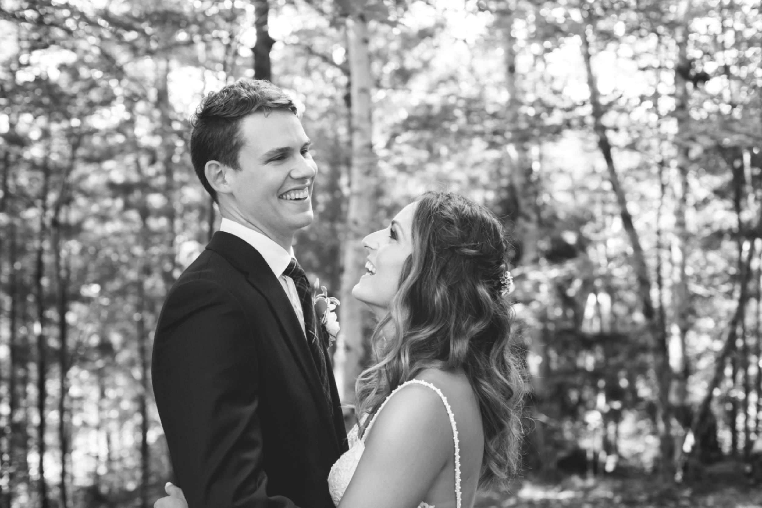 Wedding-Photos-Muskoka-Clevelands-House-Photographer-Wedding-Hamilton-GTA-Niagara-Oakville-Moments-by-Lauren-Photography-Photo-Image-39.png