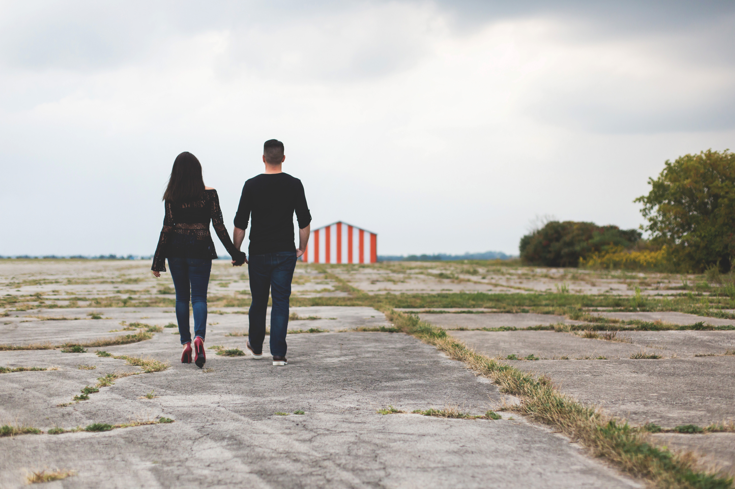 Engagement-Session-Hamilton-Burlington-Oakville-Toronto-Niagara-Wedding-Photographer-Engaged-Photography-Brantford-Airport-HamOnt-Engaged-Moments-by-Lauren-Photo-Image-14.png