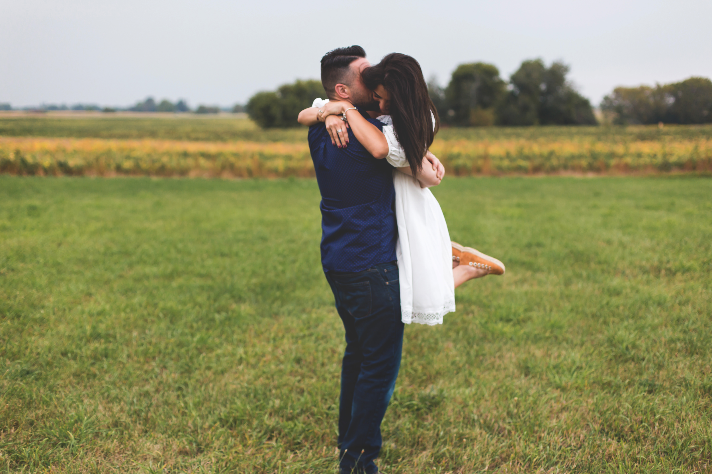 Engagement-Session-Hamilton-Burlington-Oakville-Toronto-Niagara-Wedding-Photographer-Engaged-Photography-Brantford-Airport-HamOnt-Engaged-Moments-by-Lauren-Photo-Image-25.png