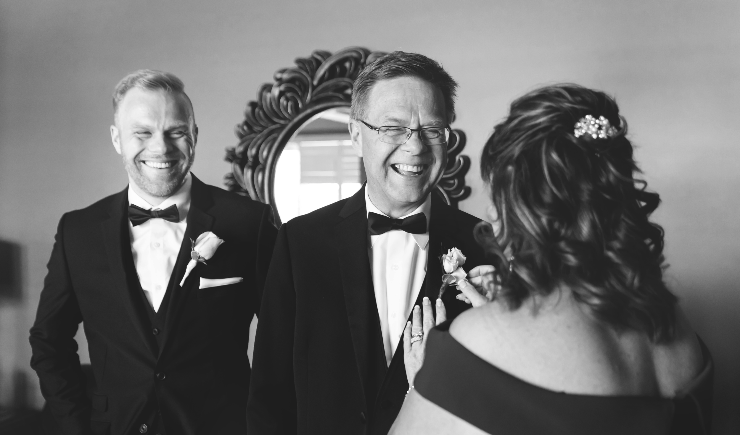 Wedding-Harbour-Banquet-Center-Oakville-Photographer-Wedding-Hamilton-Saint-James-Espresso-Downtown-HamOnt-GTA-Niagara-Toronto-Moments-by-Lauren-Photography-Photo-Image-9.png