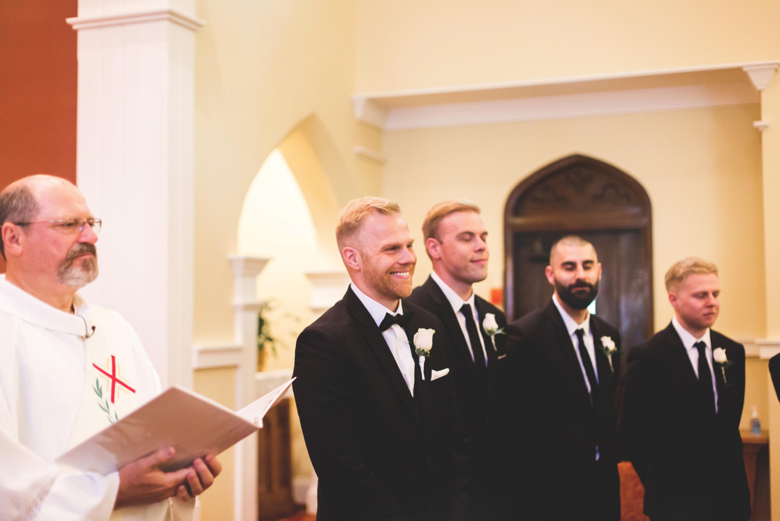Wedding-Harbour-Banquet-Center-Oakville-Photographer-Wedding-Hamilton-Saint-James-Espresso-Downtown-HamOnt-GTA-Niagara-Toronto-Moments-by-Lauren-Photography-Photo-Image-13.png