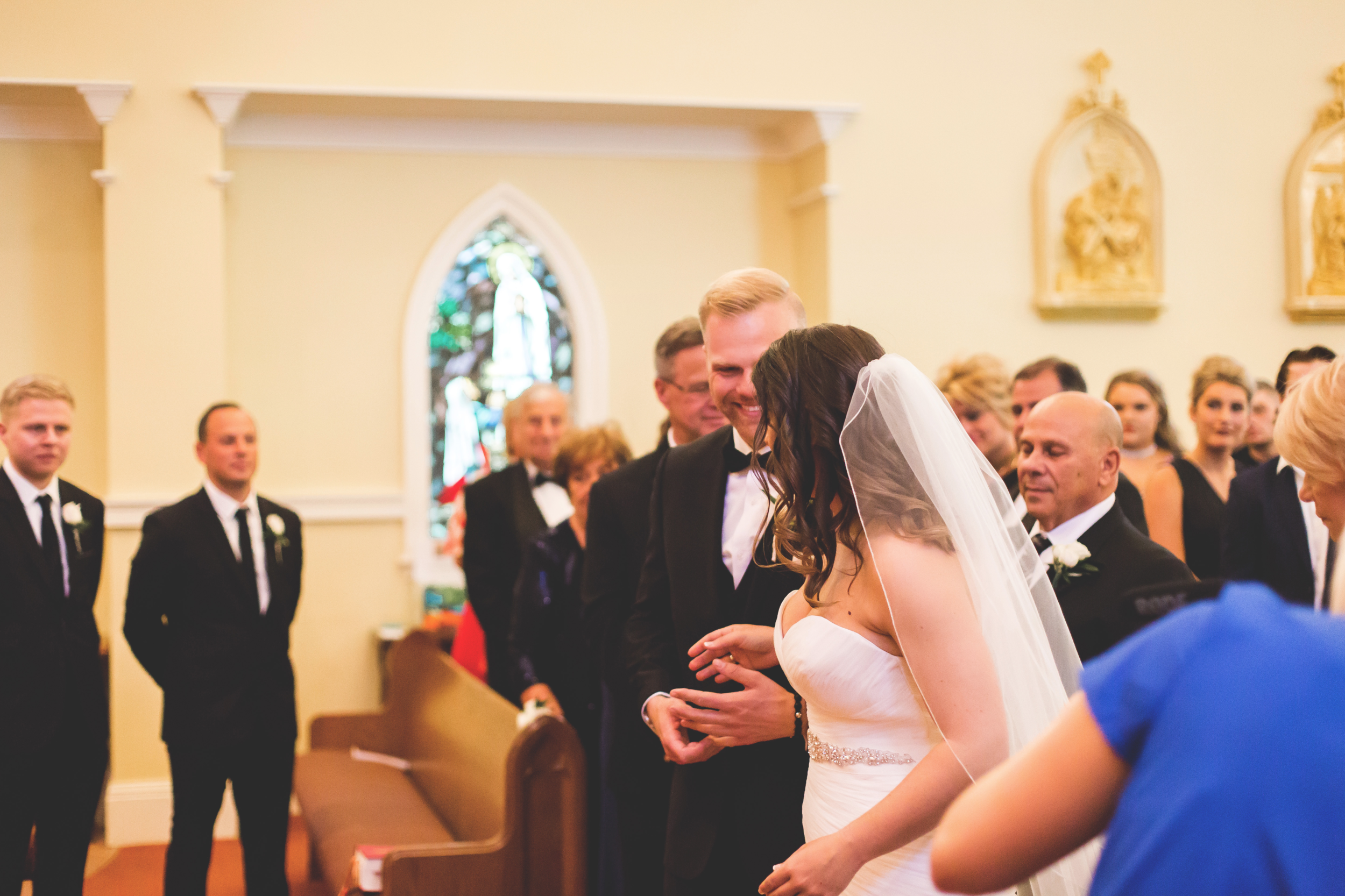 Wedding-Harbour-Banquet-Center-Oakville-Photographer-Wedding-Hamilton-Saint-James-Espresso-Downtown-HamOnt-GTA-Niagara-Toronto-Moments-by-Lauren-Photography-Photo-Image-14.png