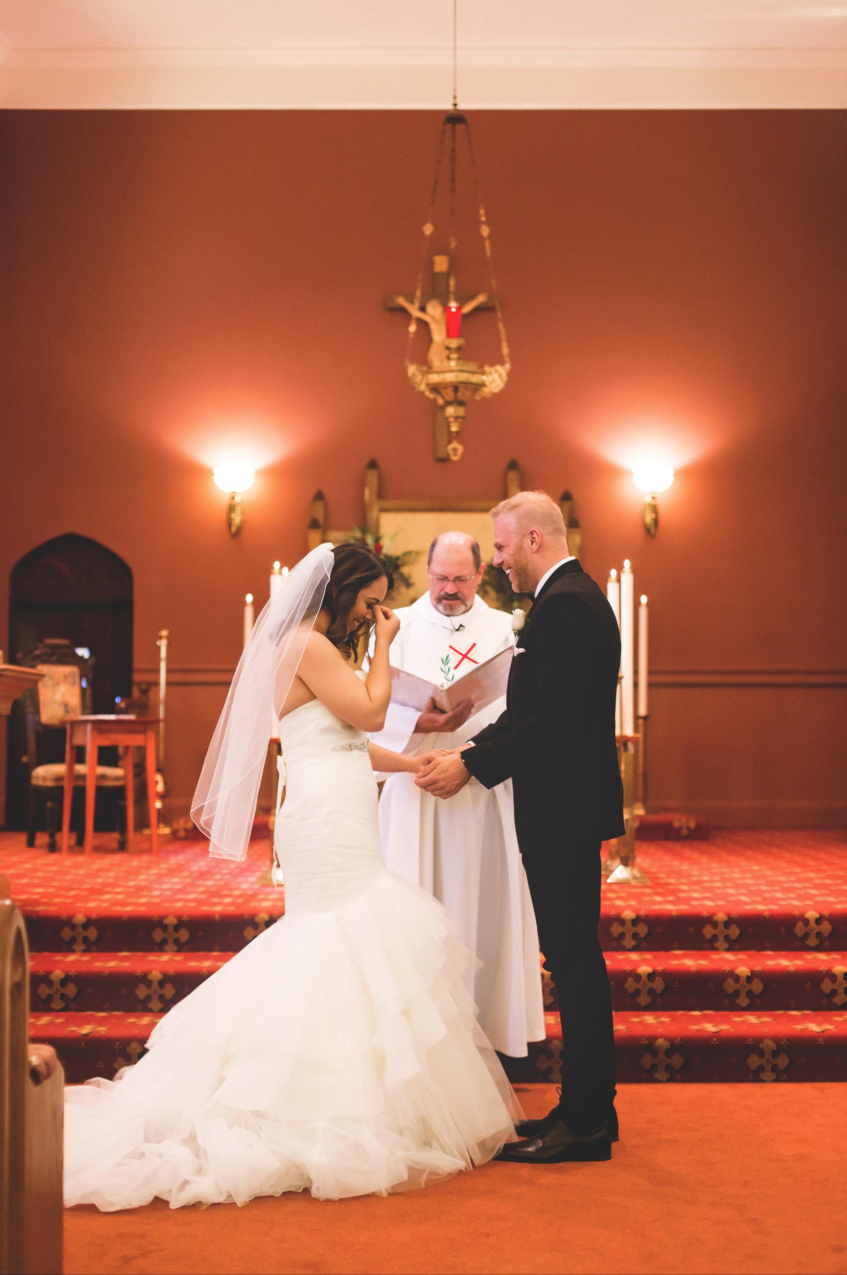 Wedding-Harbour-Banquet-Center-Oakville-Photographer-Wedding-Hamilton-Saint-James-Espresso-Downtown-HamOnt-GTA-Niagara-Toronto-Moments-by-Lauren-Photography-Photo-Image-16.png