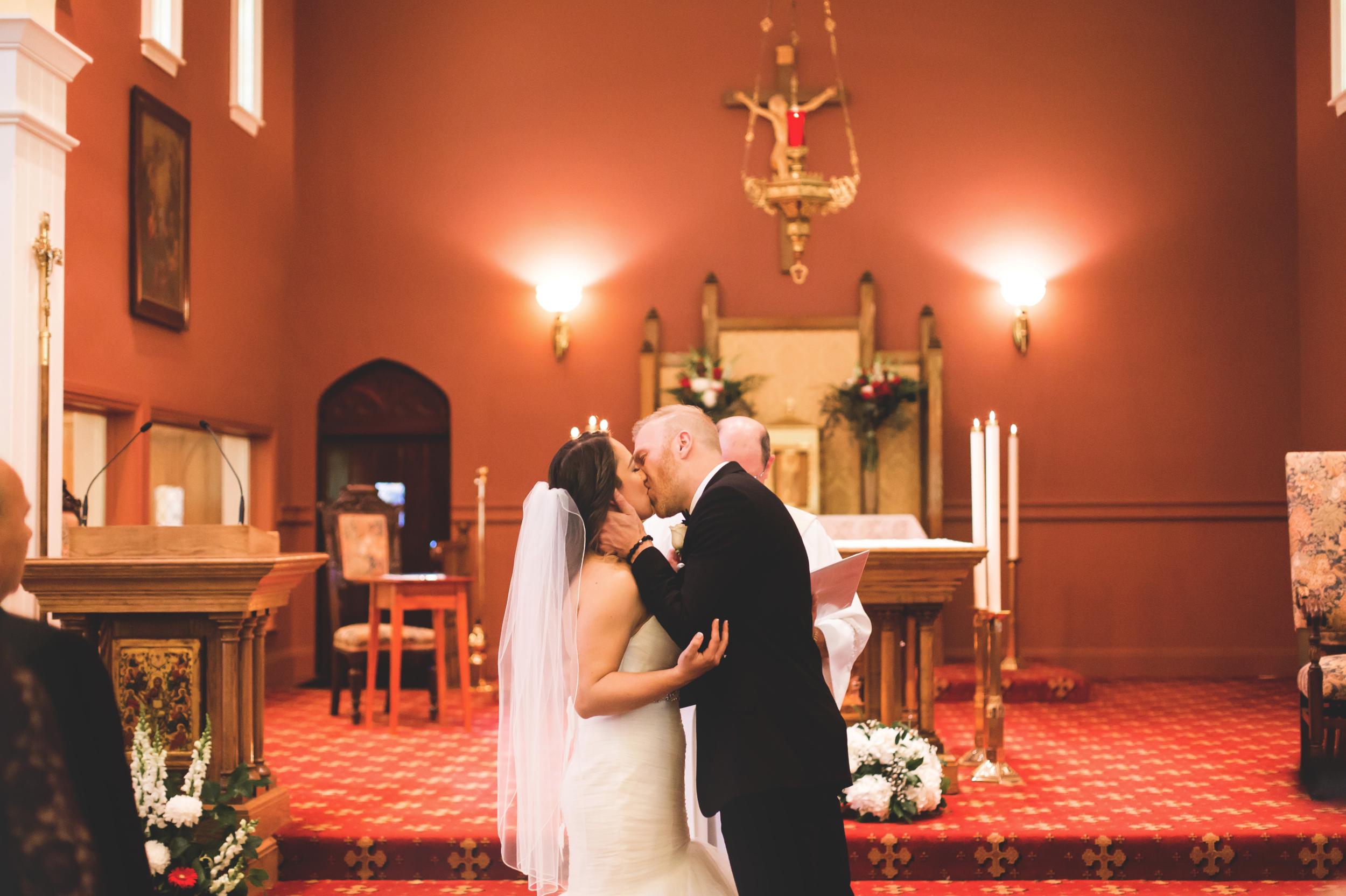 Wedding-Harbour-Banquet-Center-Oakville-Photographer-Wedding-Hamilton-Saint-James-Espresso-Downtown-HamOnt-GTA-Niagara-Toronto-Moments-by-Lauren-Photography-Photo-Image-17.png