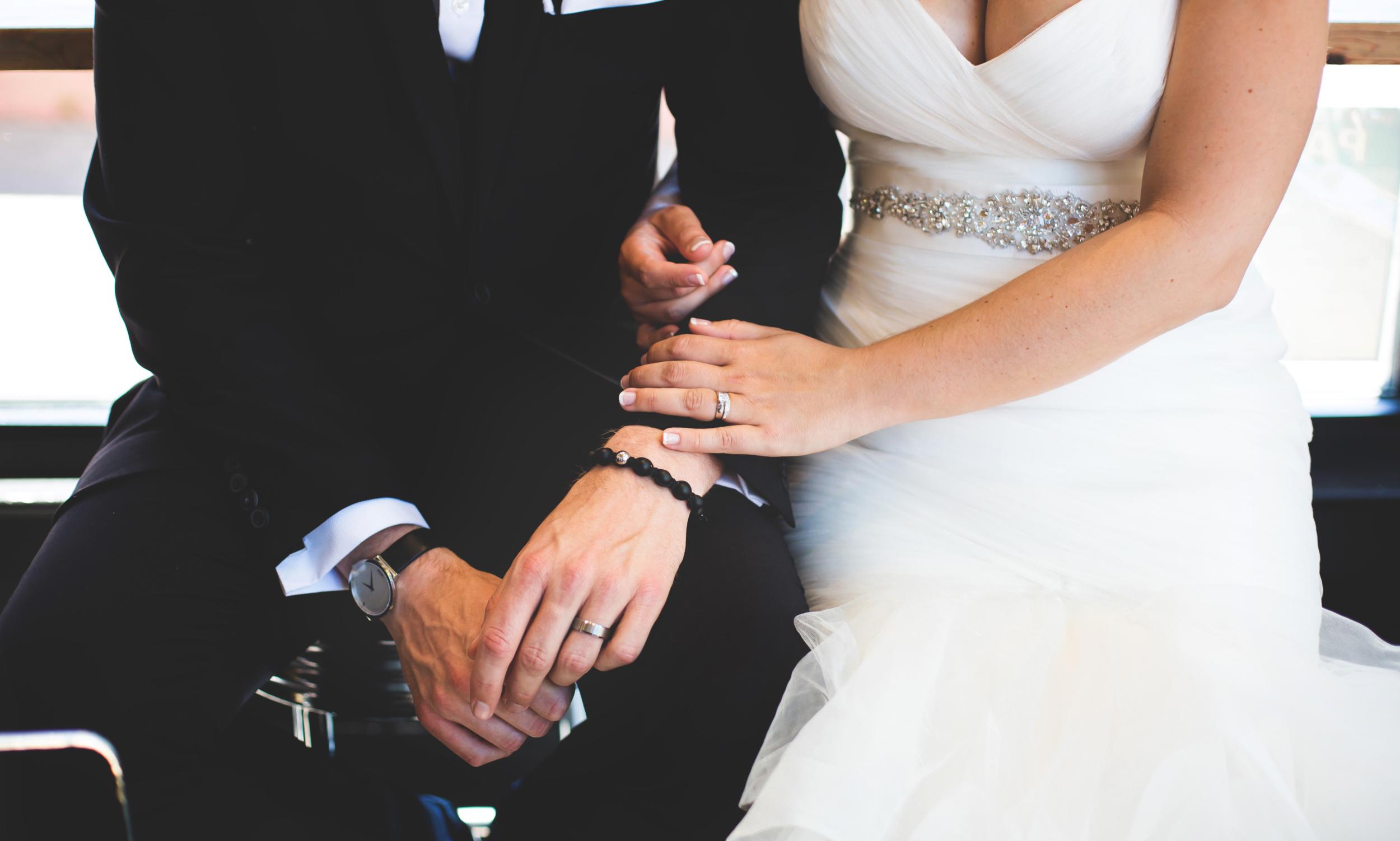 Wedding-Harbour-Banquet-Center-Oakville-Photographer-Wedding-Hamilton-Saint-James-Espresso-Downtown-HamOnt-GTA-Niagara-Toronto-Moments-by-Lauren-Photography-Photo-Image-25.png