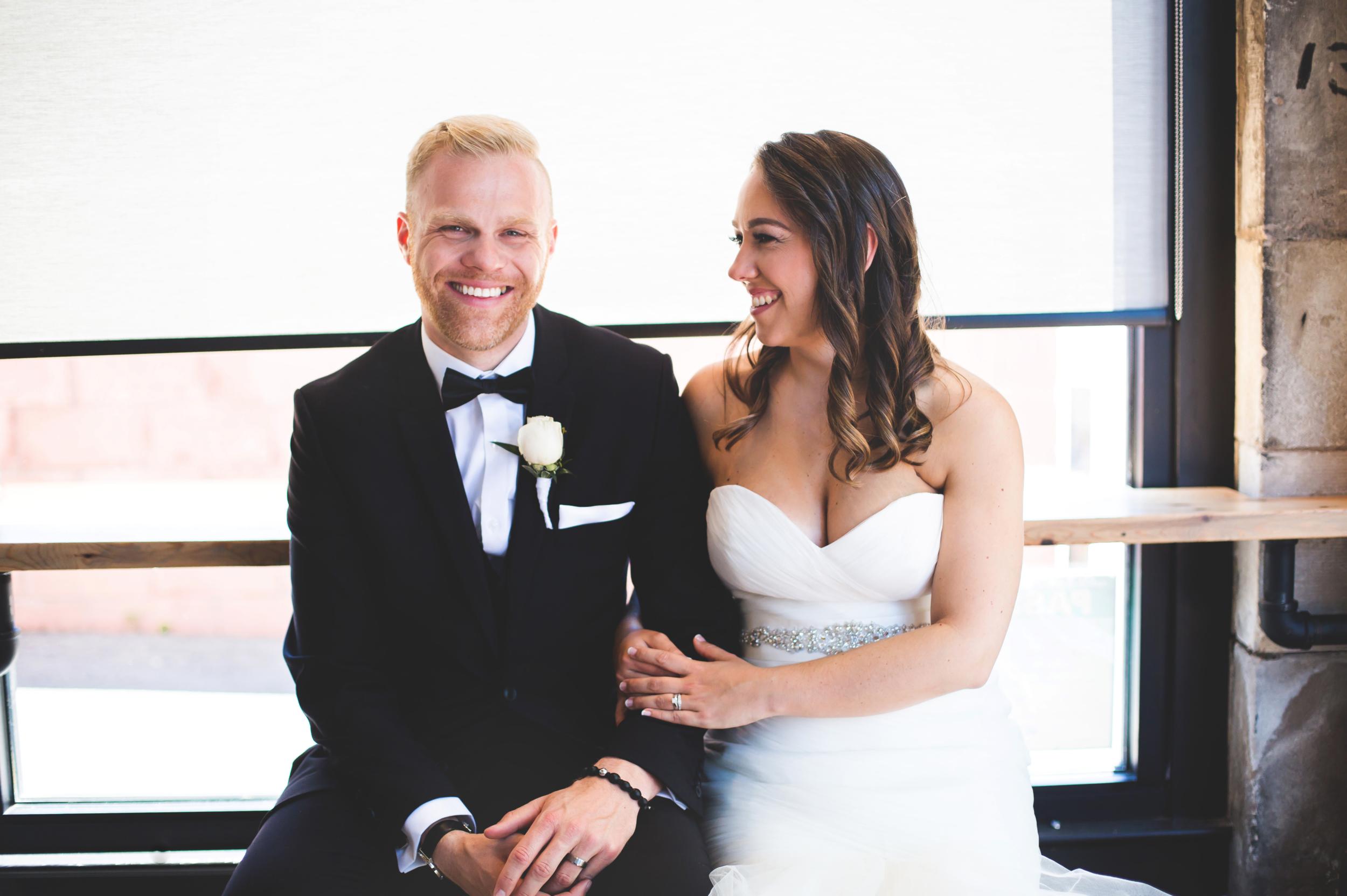 Wedding-Harbour-Banquet-Center-Oakville-Photographer-Wedding-Hamilton-Saint-James-Espresso-Downtown-HamOnt-GTA-Niagara-Toronto-Moments-by-Lauren-Photography-Photo-Image-24.png