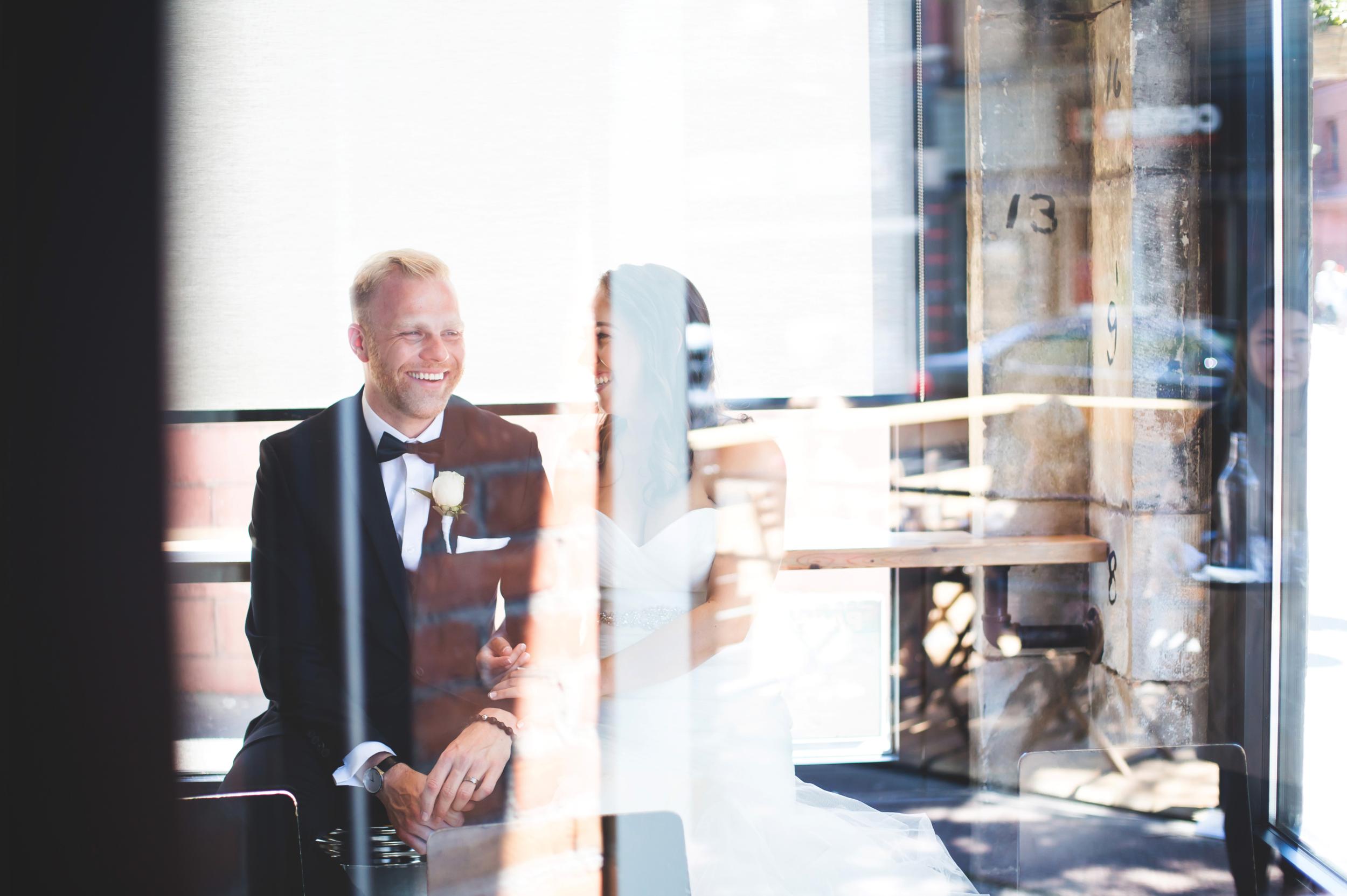 Wedding-Harbour-Banquet-Center-Oakville-Photographer-Wedding-Hamilton-Saint-James-Espresso-Downtown-HamOnt-GTA-Niagara-Toronto-Moments-by-Lauren-Photography-Photo-Image-26.png