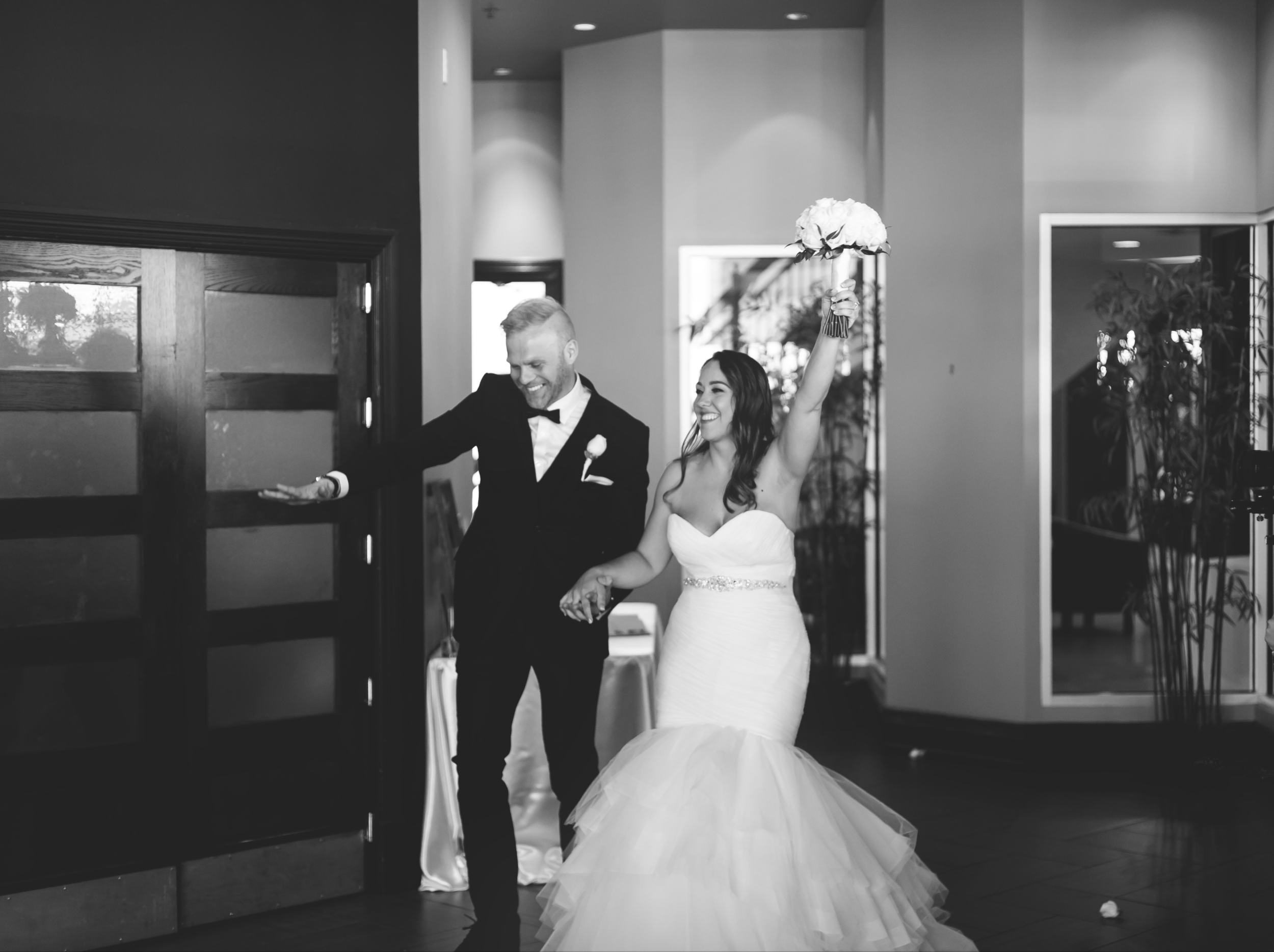 Wedding-Harbour-Banquet-Center-Oakville-Photographer-Wedding-Hamilton-Saint-James-Espresso-Downtown-HamOnt-GTA-Niagara-Toronto-Moments-by-Lauren-Photography-Photo-Image-53.png