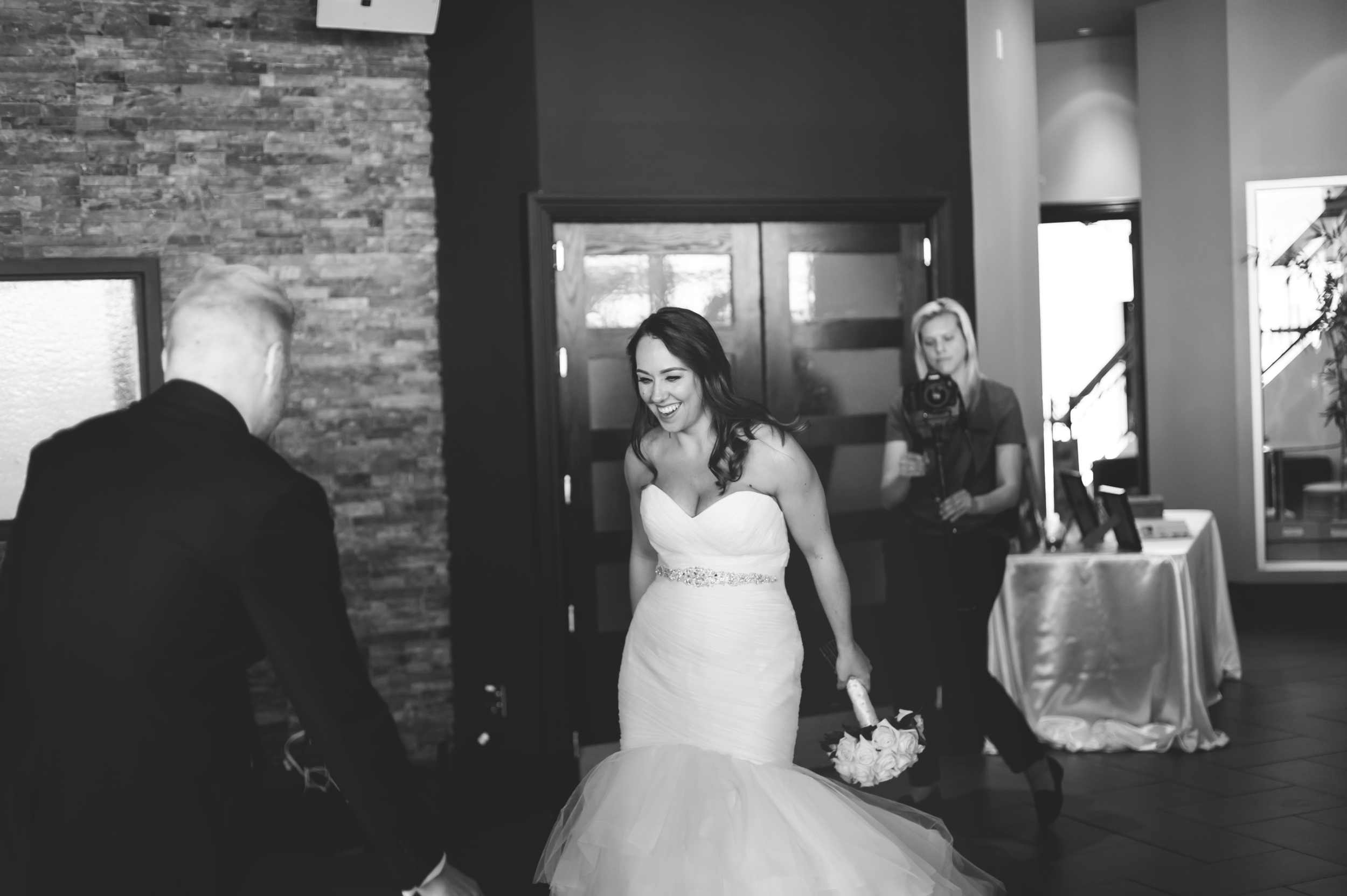Wedding-Harbour-Banquet-Center-Oakville-Photographer-Wedding-Hamilton-Saint-James-Espresso-Downtown-HamOnt-GTA-Niagara-Toronto-Moments-by-Lauren-Photography-Photo-Image-54.png