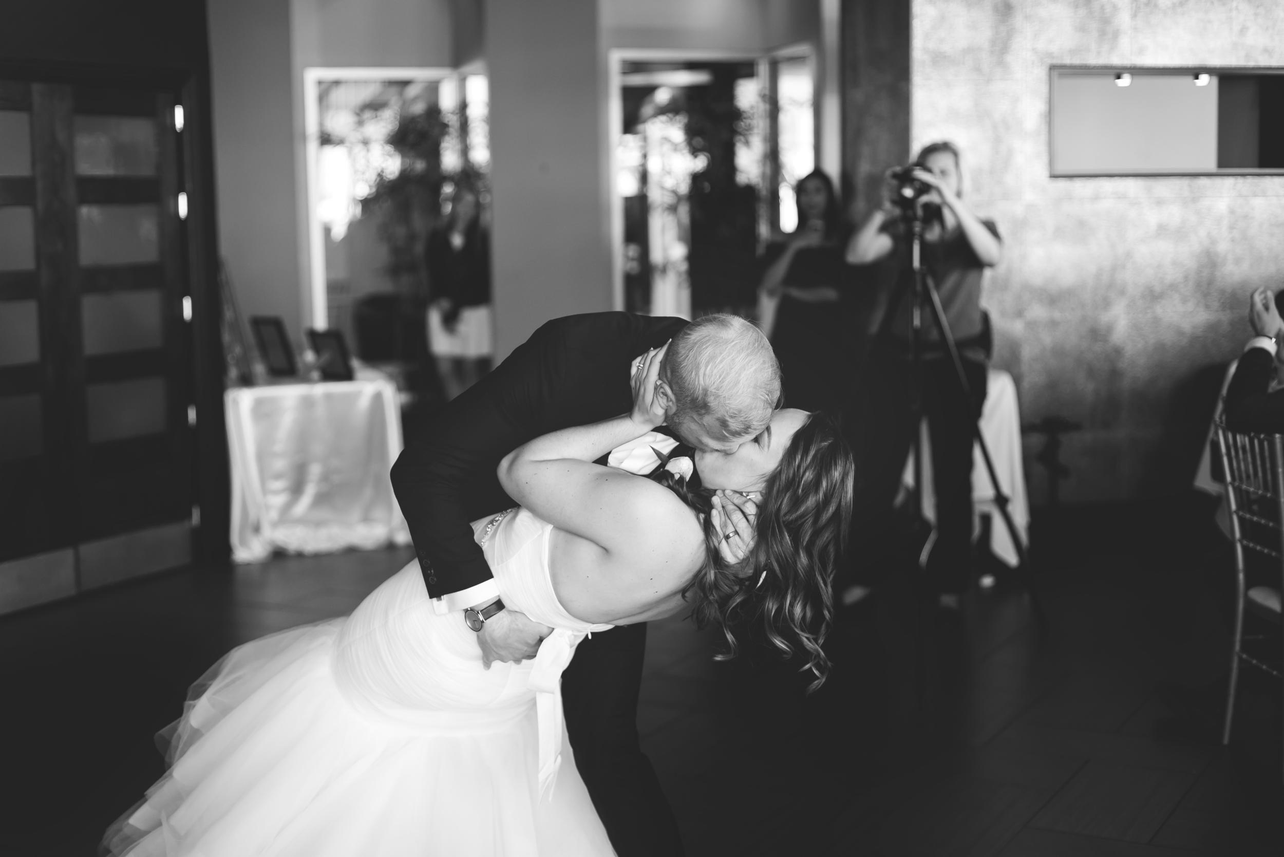 Wedding-Harbour-Banquet-Center-Oakville-Photographer-Wedding-Hamilton-Saint-James-Espresso-Downtown-HamOnt-GTA-Niagara-Toronto-Moments-by-Lauren-Photography-Photo-Image-56.png