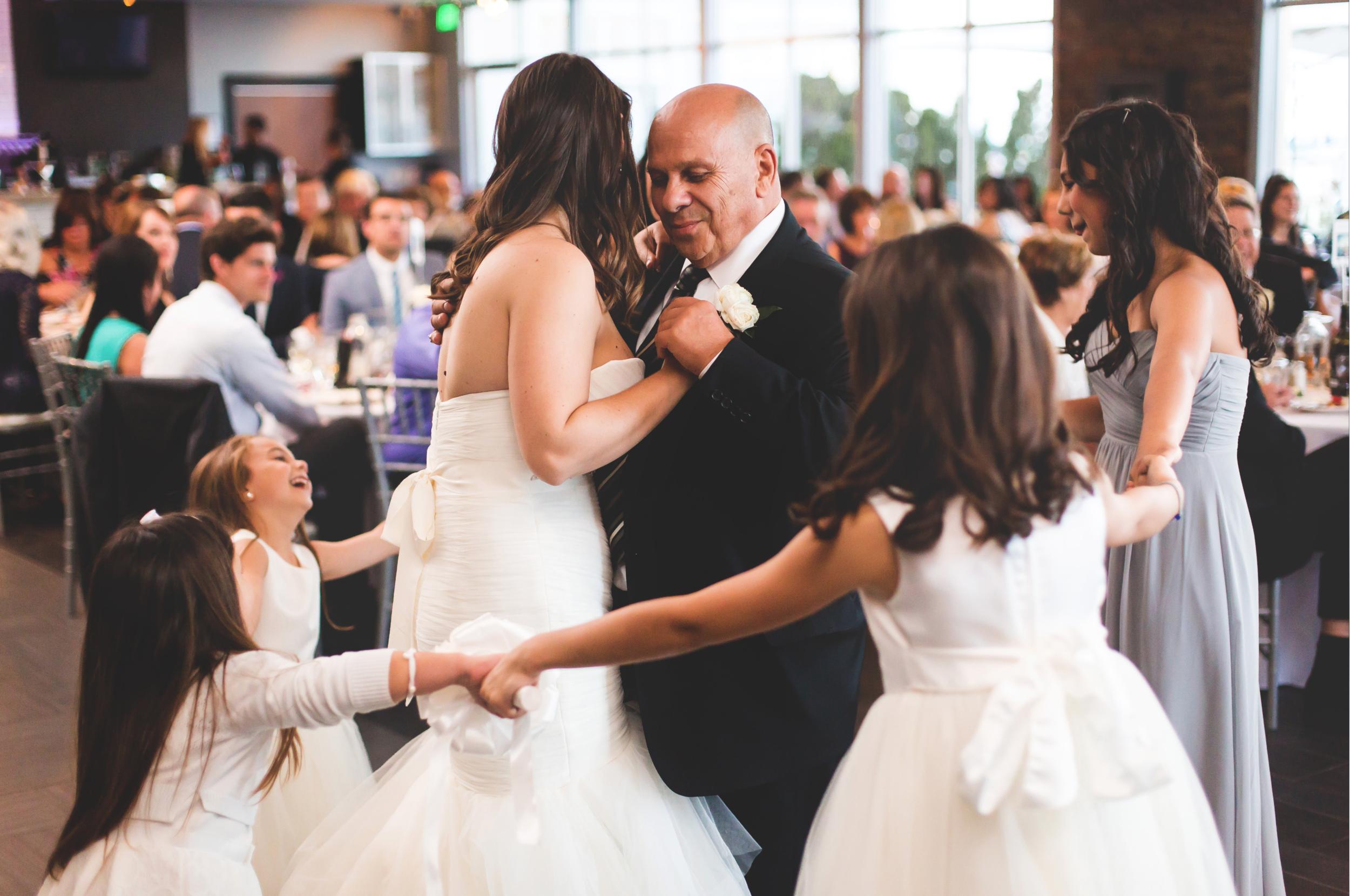 Wedding-Harbour-Banquet-Center-Oakville-Photographer-Wedding-Hamilton-Saint-James-Espresso-Downtown-HamOnt-GTA-Niagara-Toronto-Moments-by-Lauren-Photography-Photo-Image-66.png
