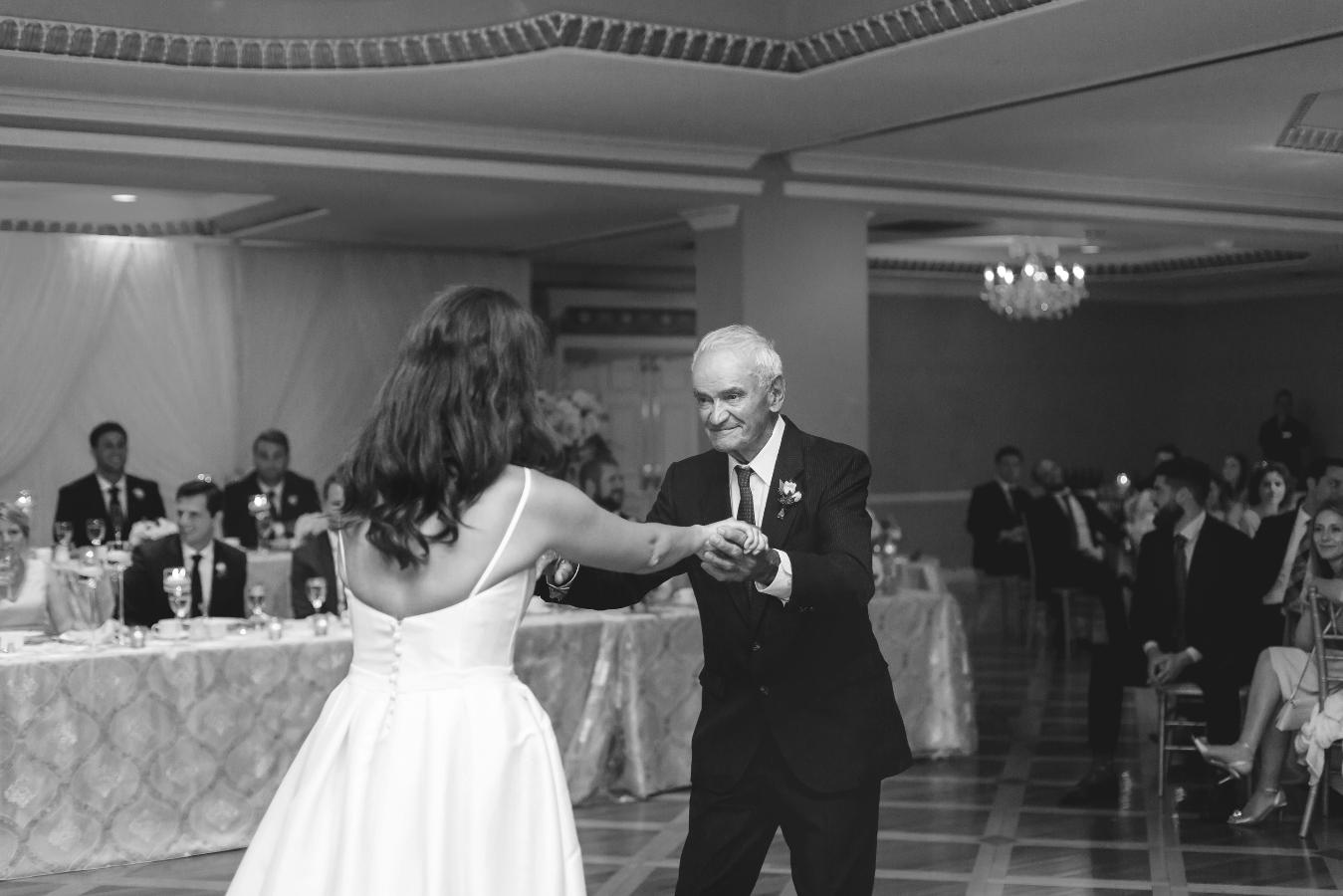 Moments-by-Lauren-Hamilton-Toronto-Niagara-Wedding-Photographer-Genuine-Emotional-Images-Photo-2.png