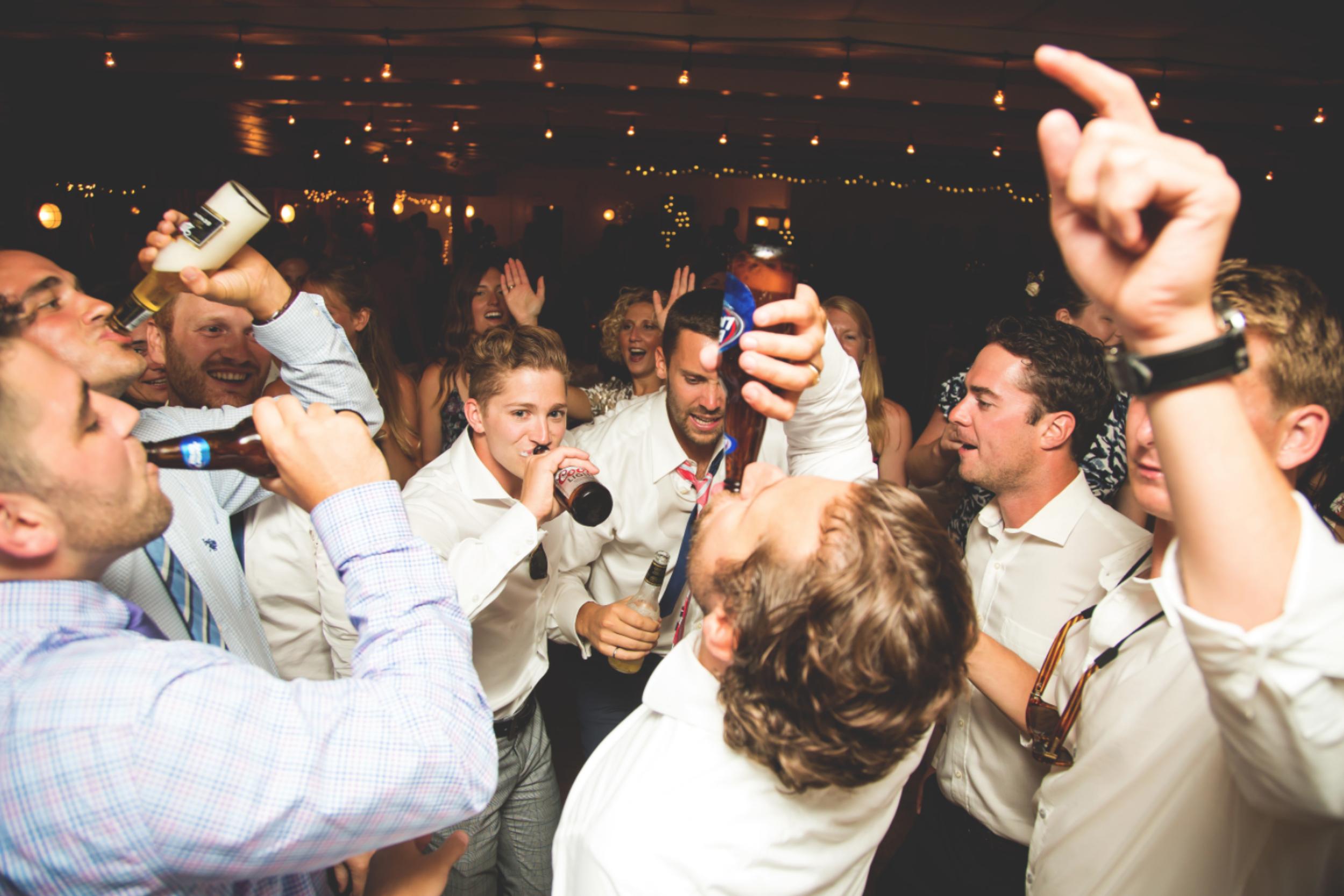Wedding-Photos-Muskoka-Clevelands-House-Photographer-Wedding-Hamilton-GTA-Niagara-Oakville-Moments-by-Lauren-Photography-Photo-Image-112.png