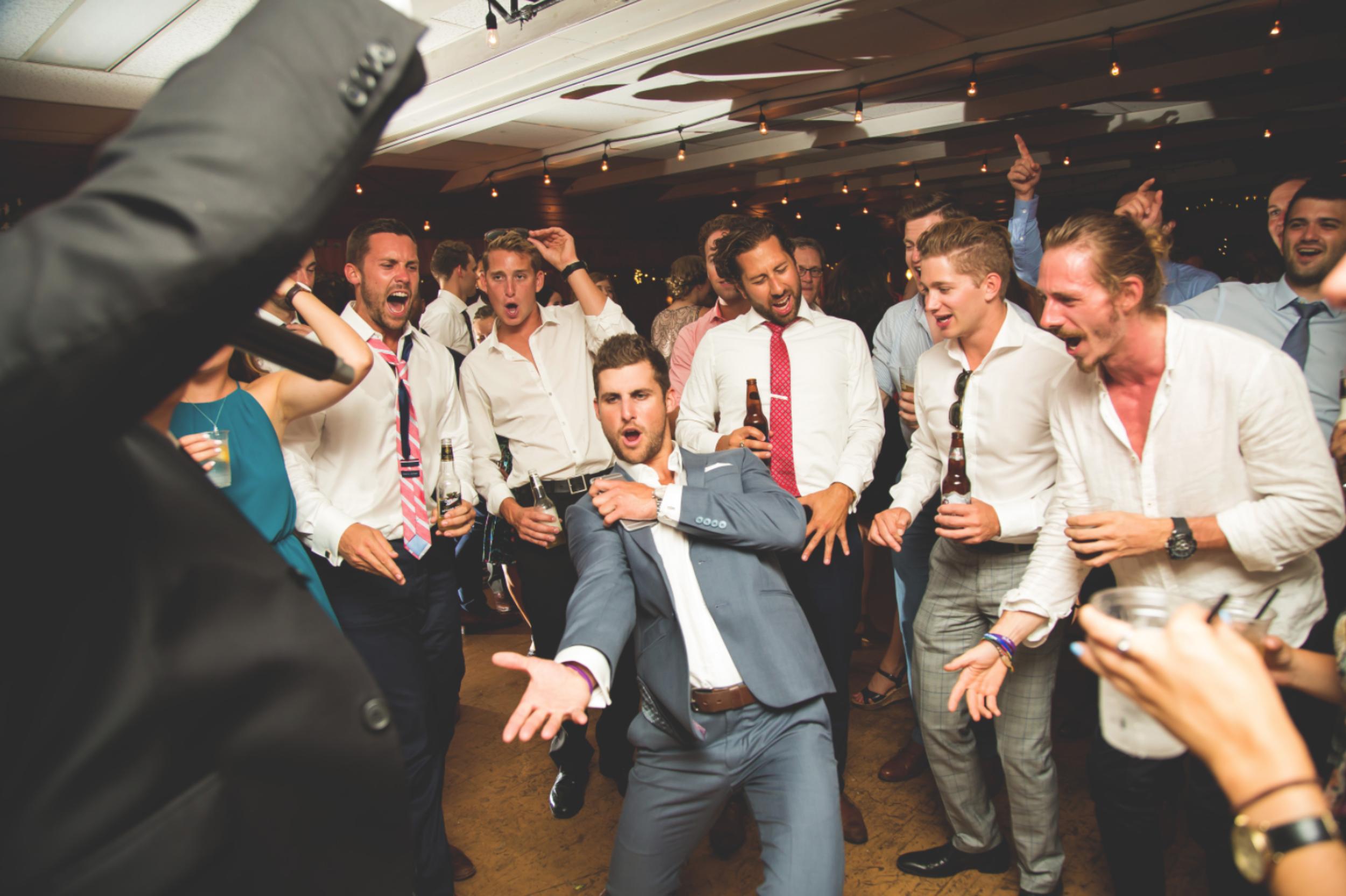 Wedding-Photos-Muskoka-Clevelands-House-Photographer-Wedding-Hamilton-GTA-Niagara-Oakville-Moments-by-Lauren-Photography-Photo-Image-113.png