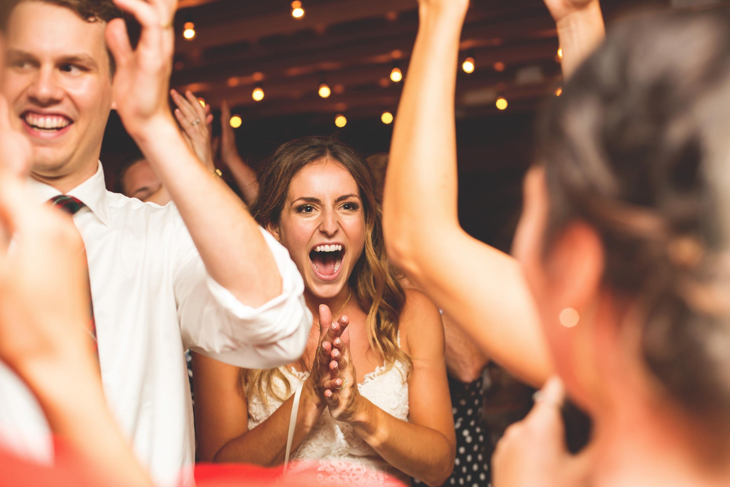 Wedding-Photos-Muskoka-Clevelands-House-Photographer-Wedding-Hamilton-GTA-Niagara-Oakville-Moments-by-Lauren-Photography-Photo-Image-114.png