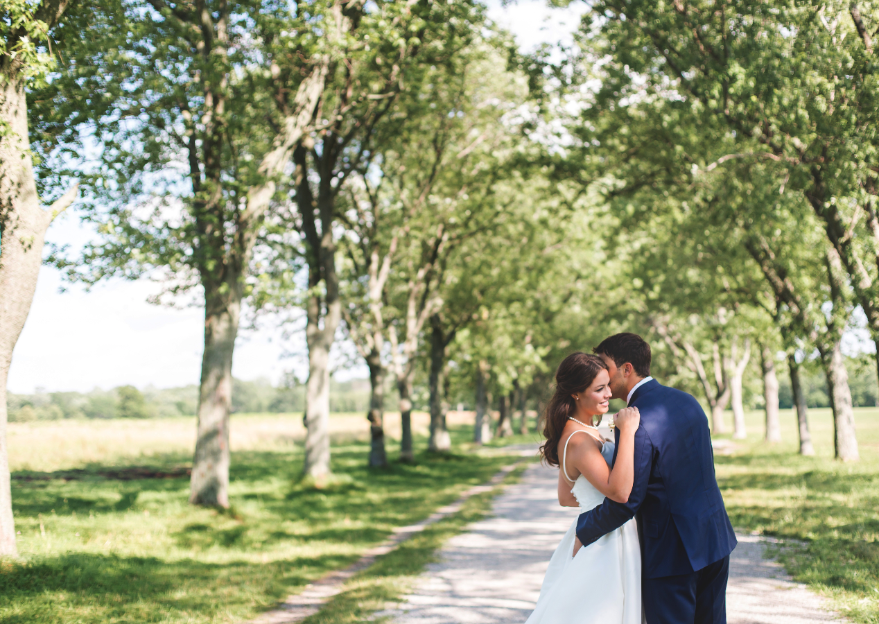 Wedding-Photographer-Niagara-on-the-Lake-Photographer-Queens-Landing-Moments-by-Lauren-Photo-Image-7.png
