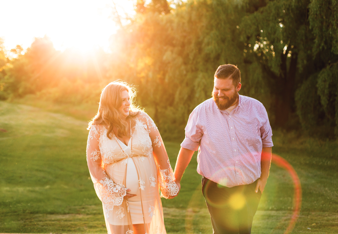 Maternity-Session-Photographer-Hamilton-Oakville-Waterfront-Golden-Hour-Glow-Photography-Moments-by-Lauren-Photo-Image-8.png