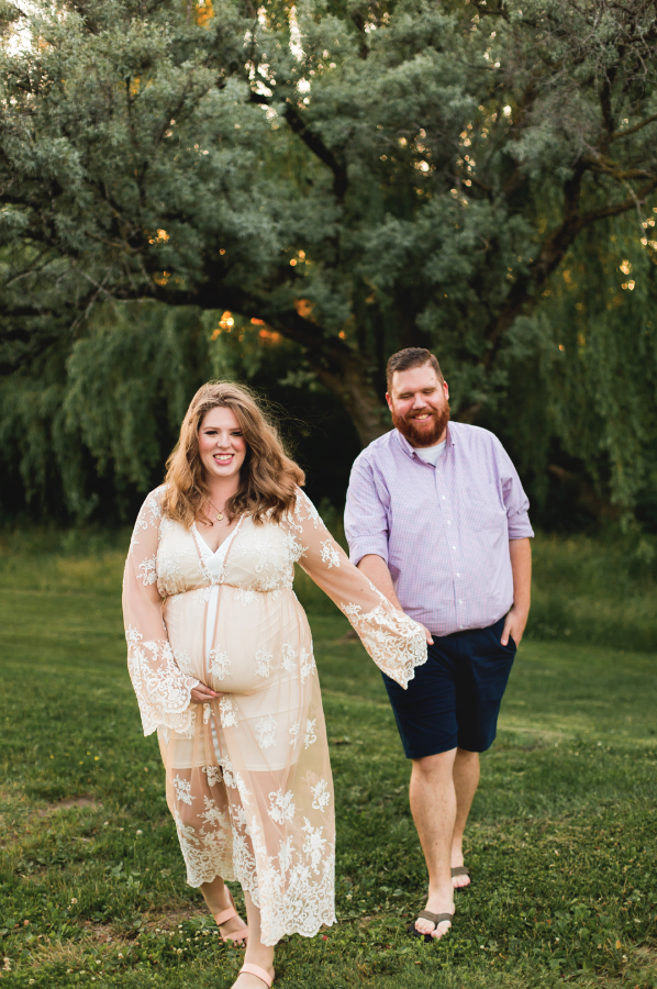 Maternity-Session-Photographer-Hamilton-Oakville-Waterfront-Golden-Hour-Glow-Photography-Moments-by-Lauren-Photo-Image-11.png