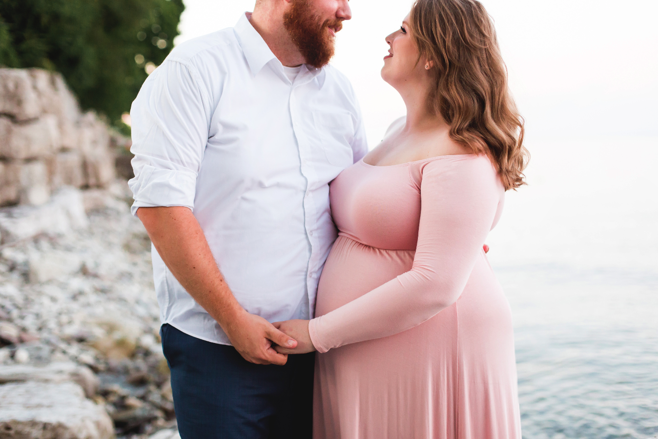 Maternity-Session-Photographer-Hamilton-Oakville-Waterfront-Golden-Hour-Glow-Photography-Moments-by-Lauren-Photo-Image-13.png