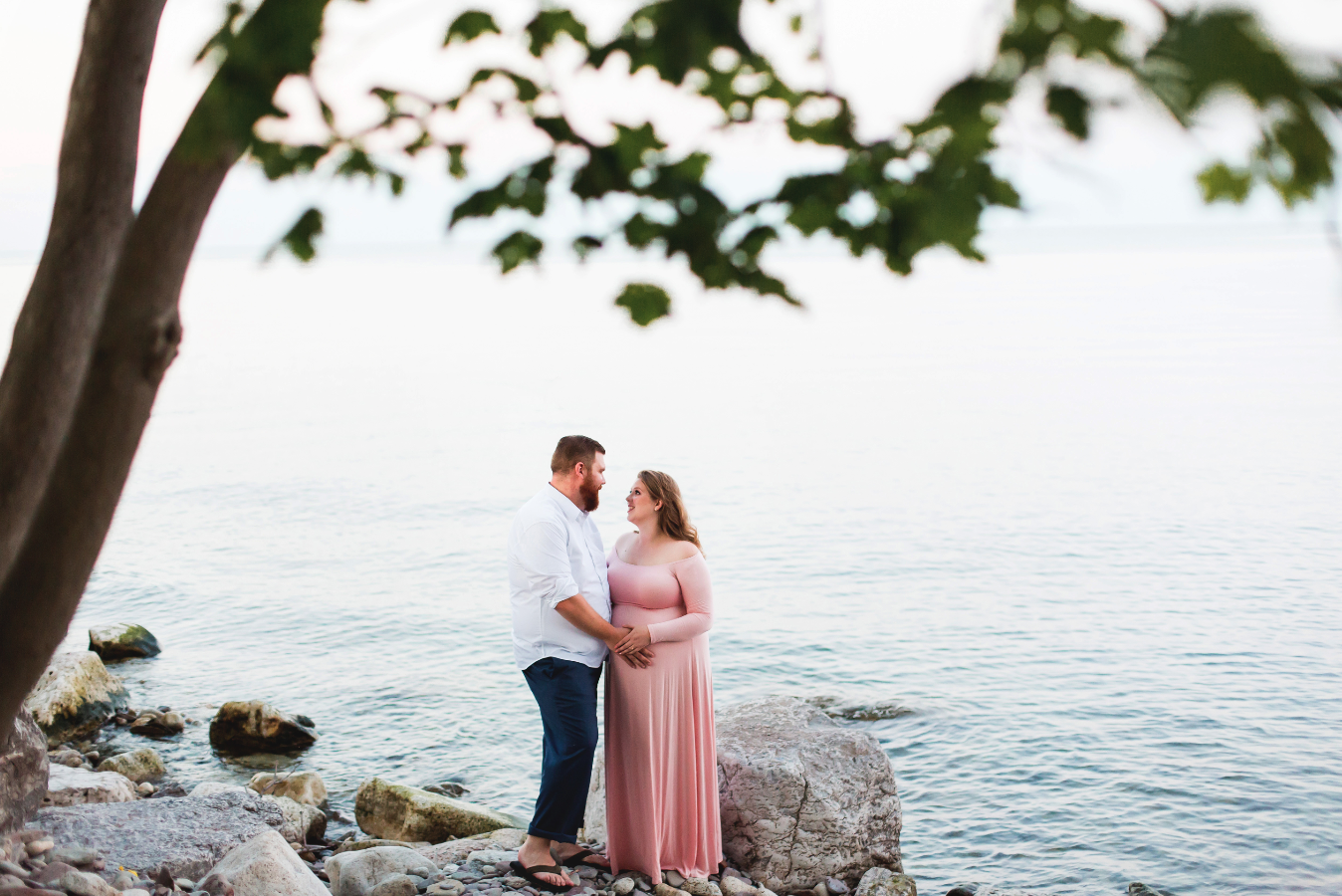 Maternity-Session-Photographer-Hamilton-Oakville-Waterfront-Golden-Hour-Glow-Photography-Moments-by-Lauren-Photo-Image-18.png