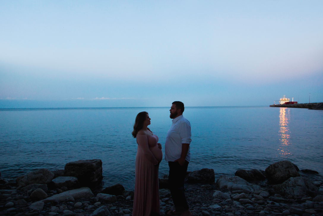Maternity-Session-Photographer-Hamilton-Oakville-Waterfront-Golden-Hour-Glow-Photography-Moments-by-Lauren-Photo-Image-19.png