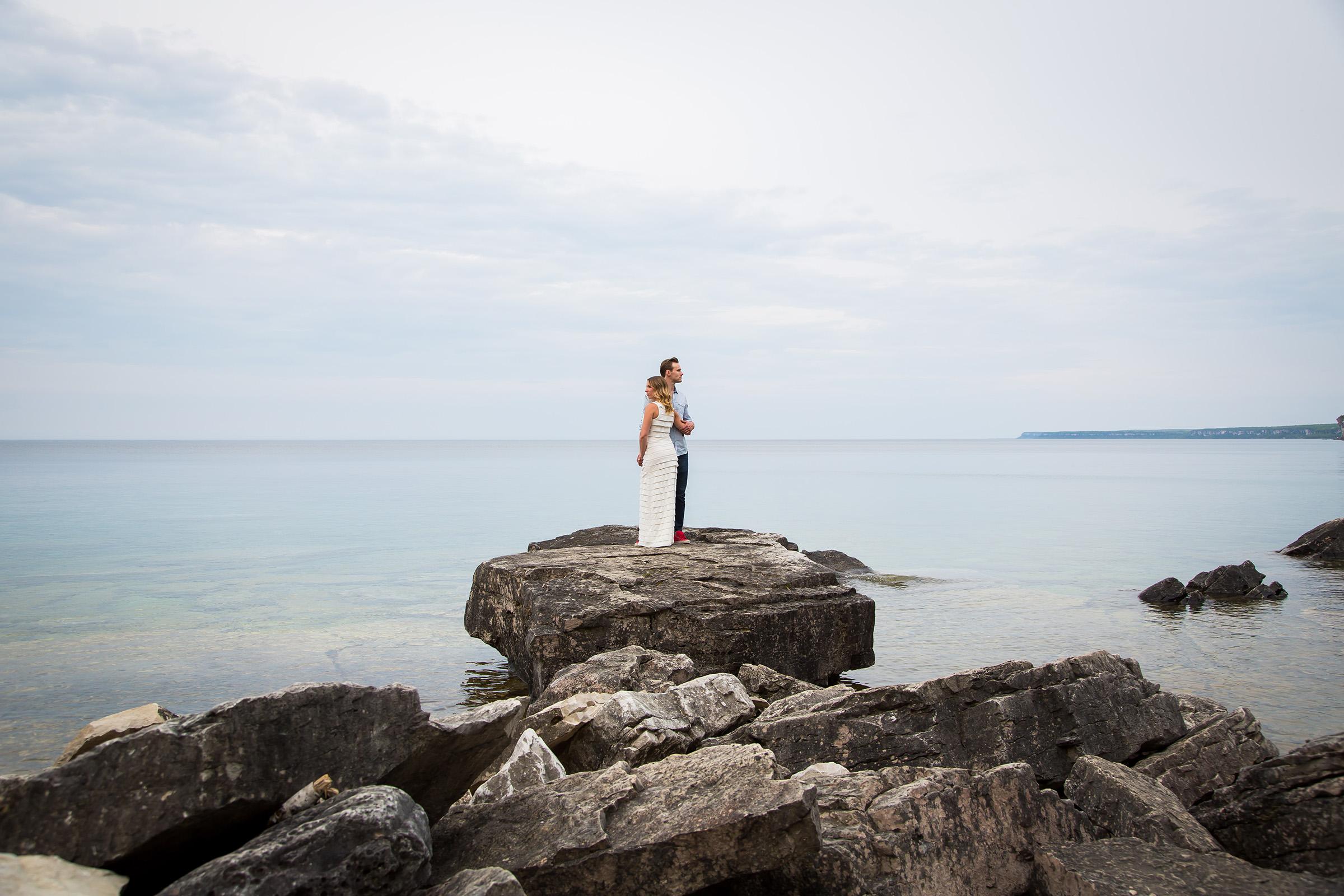 Moments-by-Lauren-Wedding-Photographer-Engagement-Tips-Photo-Image-02.jpg