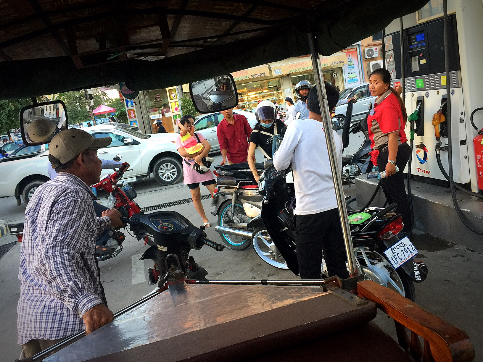 What the fouf? Why is my driver dragging his tuk tuk through the gas station? He never stopped to actually get gas.