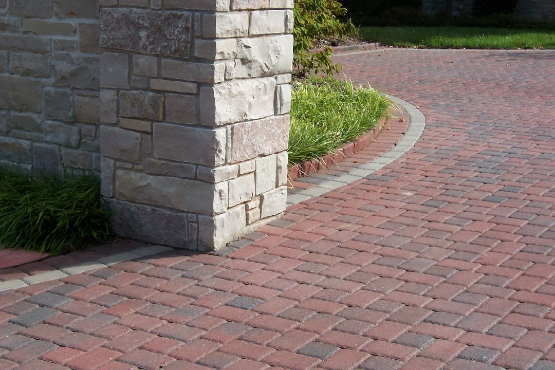 Romanstone_Cobble_pavers_terracotta_paver-drive-way.jpg