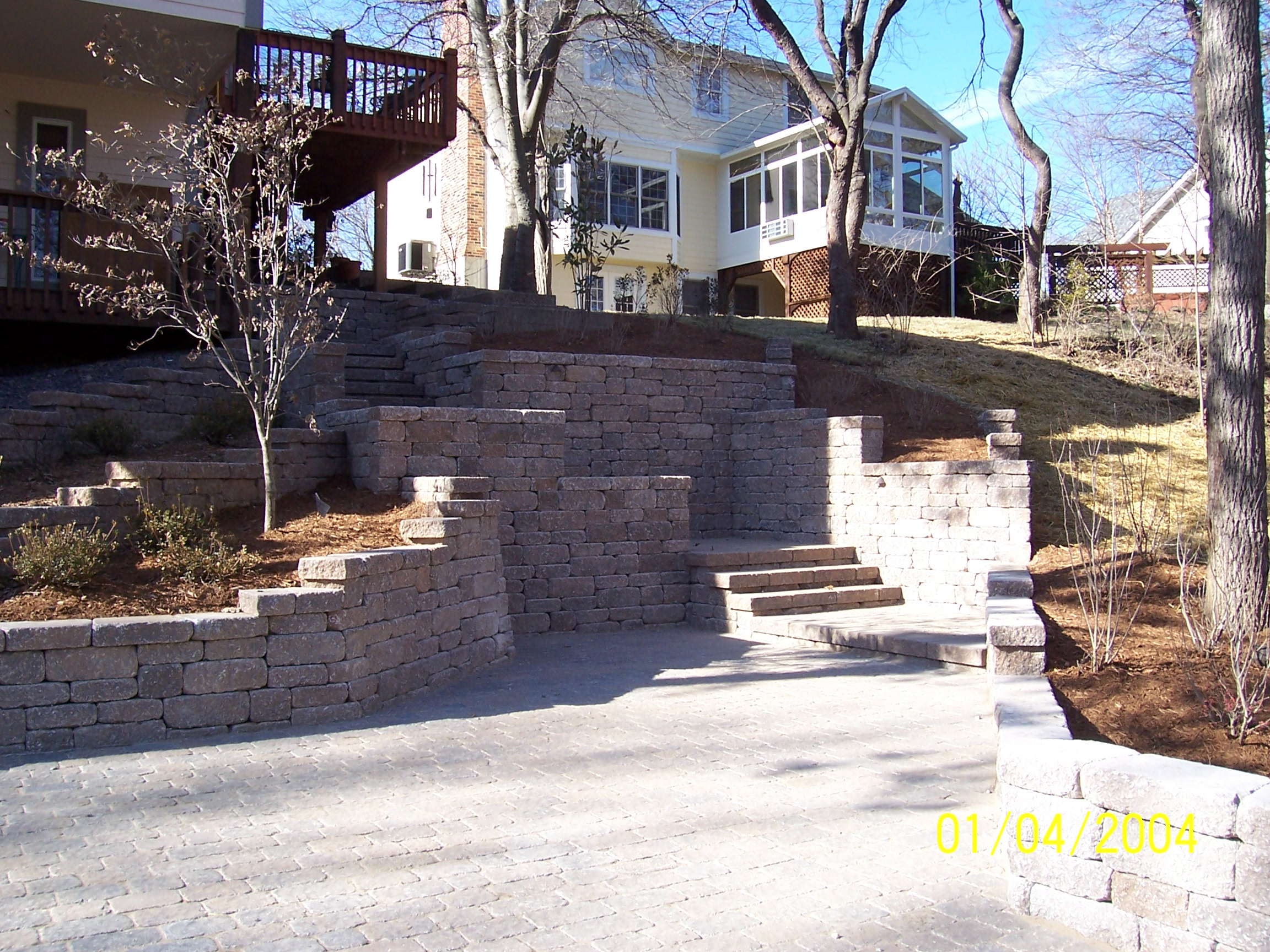 hardsacpe_steps_raised-planter-beds_versa-lok.jpg