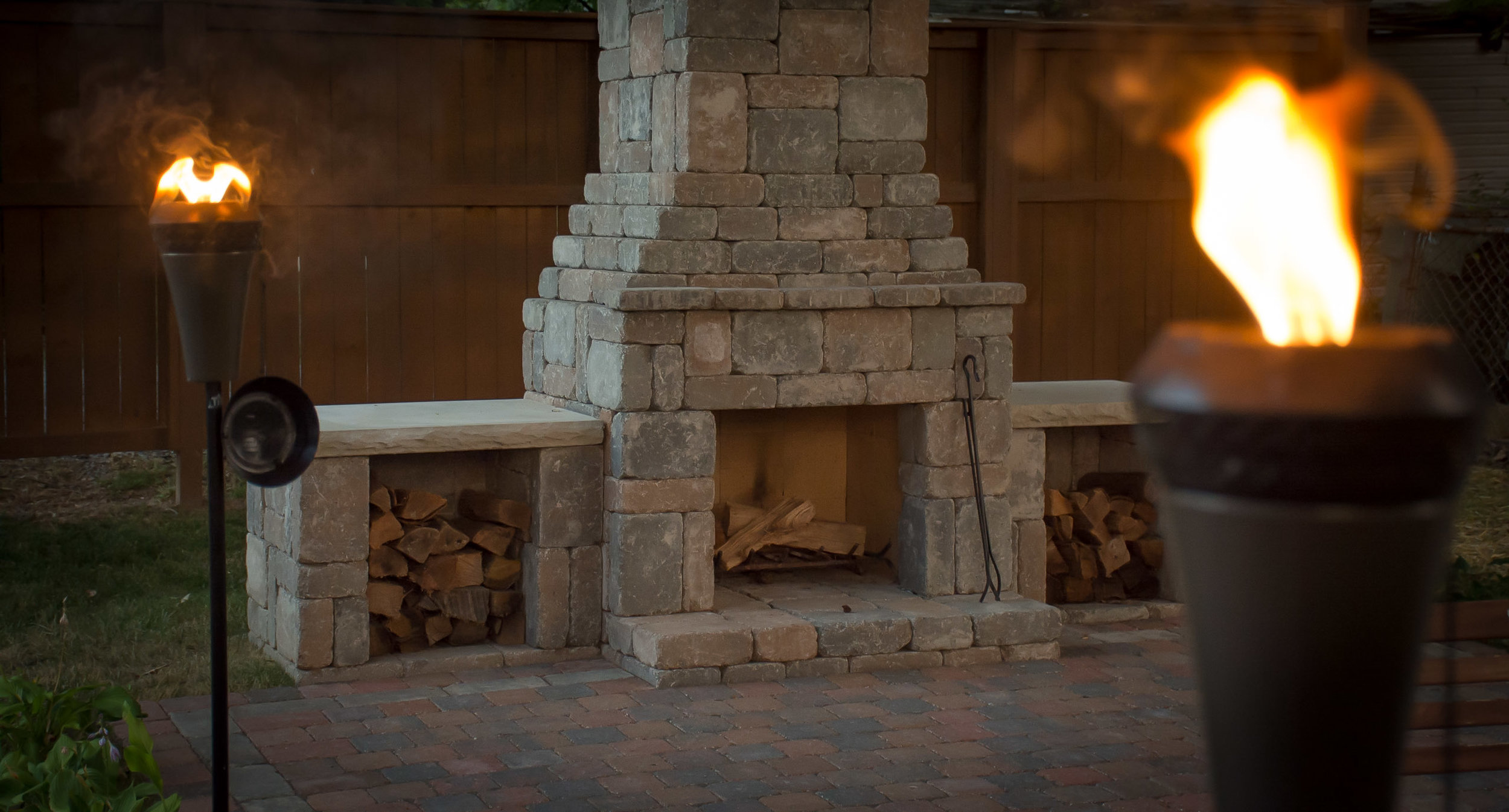 Euro-block_kit_Fremont_outdoor_fireplace_wood-boxes_backyard.jpg