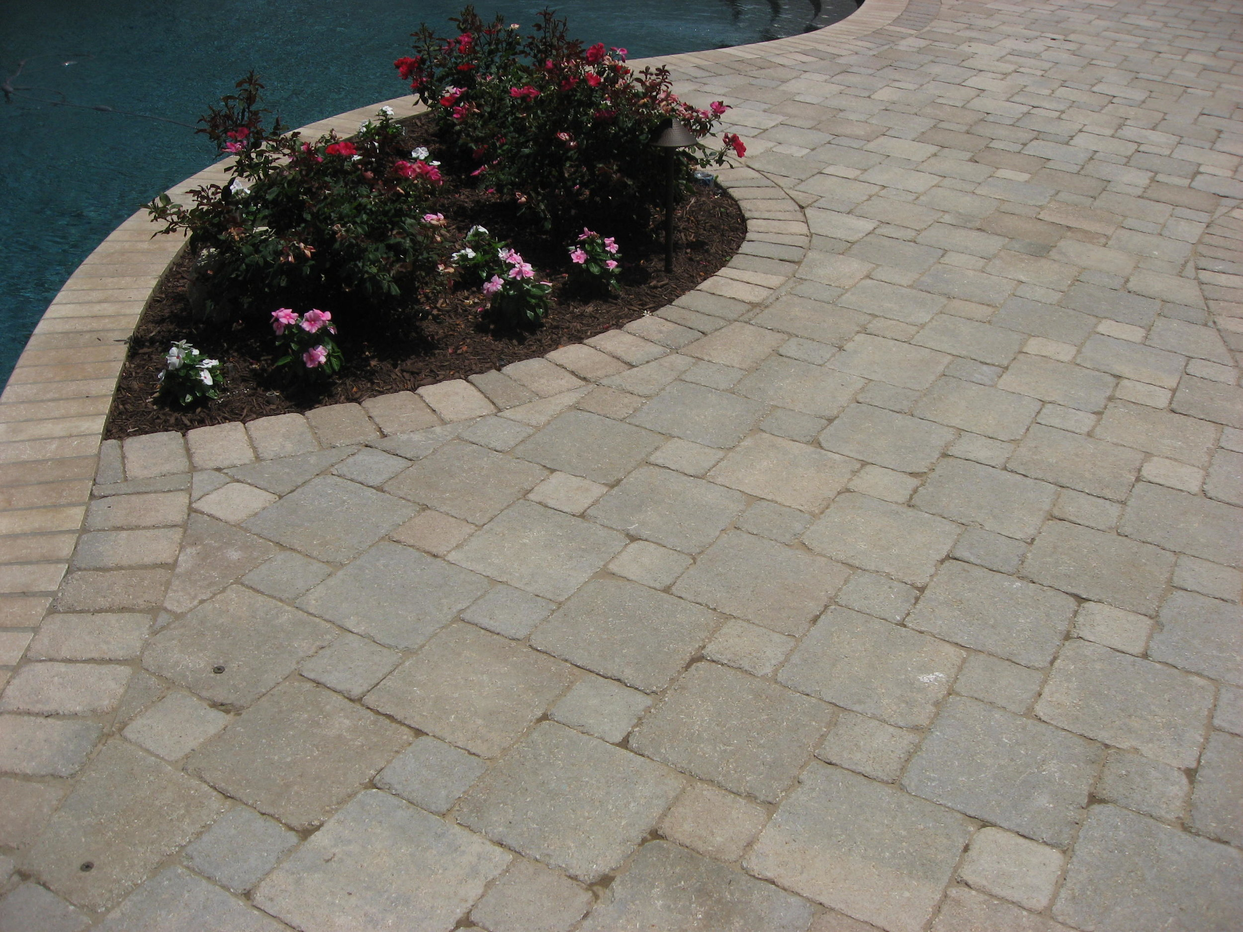 Romanstone_Ledge-Rock_Bethany-Ledge_pavers.JPG