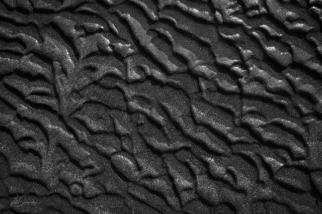 Textures. . . . . . #monochrome  #bnw_demand #abstract #sonyalpha #sonyimages #bnwmood #Valvicphoto #contemporaryart #abstractphotography
