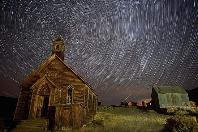 Star Trails for days . . . . . #milkywaychasers #sonyimages #stargazing #nightscape #fs_longexpo #astrophoto #milkywaygalaxy #night_shooterz #starrynight #nightshooters #rsa_night  #sonyalpha #ig_astrophotography #longexpoelite #sonyalphasclub #natgeospace #nightimages #astrophotography #longexposure_shots #sonyphotogallery #universetoday #Valvicphoto #longexpo #nightsky  #nightscaper #skymasters #ig_nightphotography