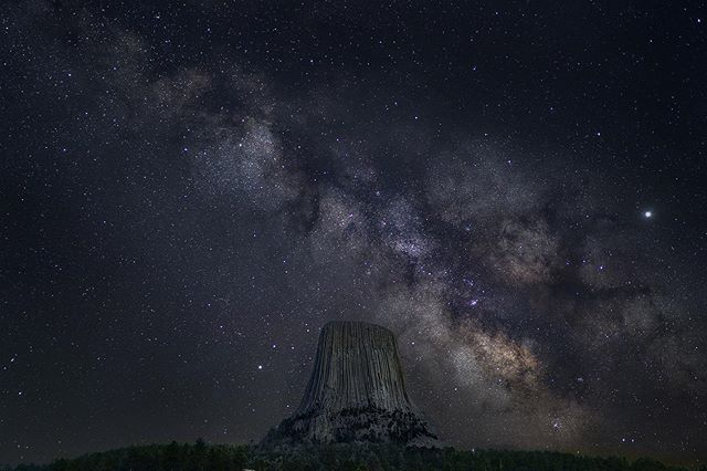 Milky Way above Devil's Tower. . . . . . #rsa_night #sonyalphasclub #ig_nightphotography  #longexpoelite #starrynight #milkywaygalaxy #stargazing  #astrophoto #astrophotography #nightimages #sonyimages #sonyalpha #skymasters #nightsky #longexposure_shots #universetoday #nightscape #Valvicphoto #fs_longexpo #milkyway #milkyways #milkywaychasers #milkywaygalaxy #milkywaychaser #milkyway_nightscapes