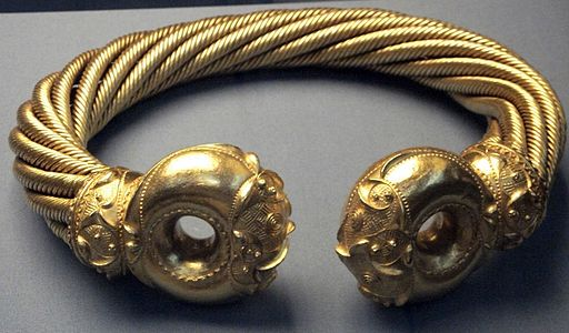 Torc from the Snettisham horde, England, on display at the British Museum. Photo by Johnbod (Own work) [CC BY-SA 3.0 (http://creativecommons.org/licenses/by-sa/3.0)], via Wikimedia Commons