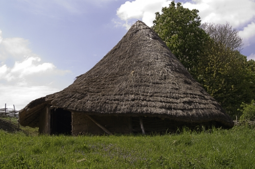 Reconstruction of a Celtic Roundhouse at the Chiltern Museum, England. Celts liked a rural life. By WyrdLight.com, CC BY-SA 3.0, https://commons.wikimedia.org/w/index.php?curid=13046725.
