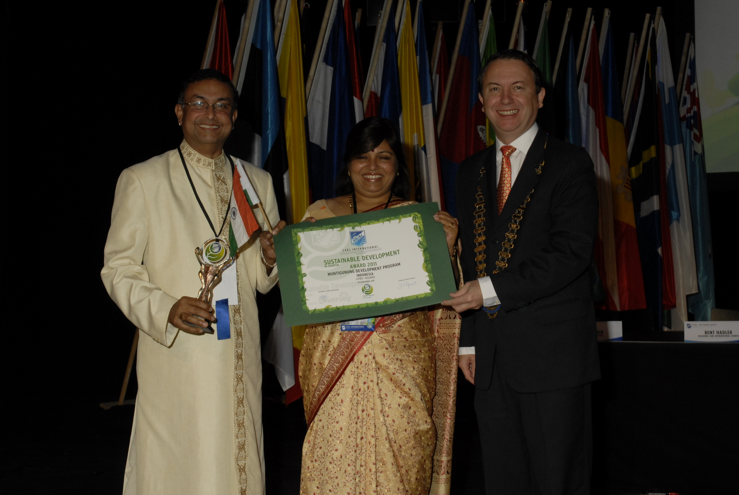 Receiving the SKAL International Award for Sustainability in Finland, 2011