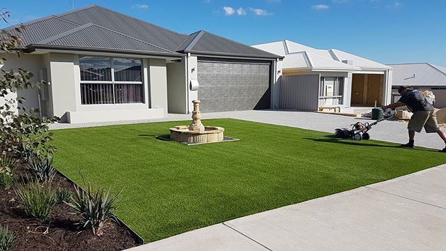 Artificial Turf install today ! Came up a treat 😎  #artificialturf #perth #landscape #newhome #perthbuilders