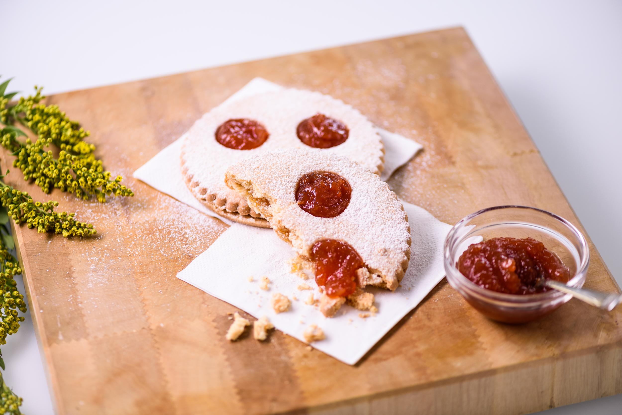 Tomate Keks Produkt Advertising Werbung by JHofer-Foto Juergen Hofer