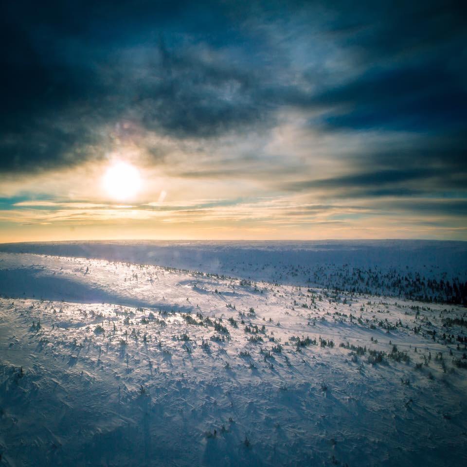 Tackar svenska fjällerna för denna gångs energibozzt. På återseende!  Fredag och Lördag ses vi i studion på Torggatan 😉  Bilden är över Lindvallen från helikopter.
