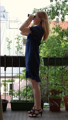 Ich auf dem Balkon mit Fernglas 2011.jpg