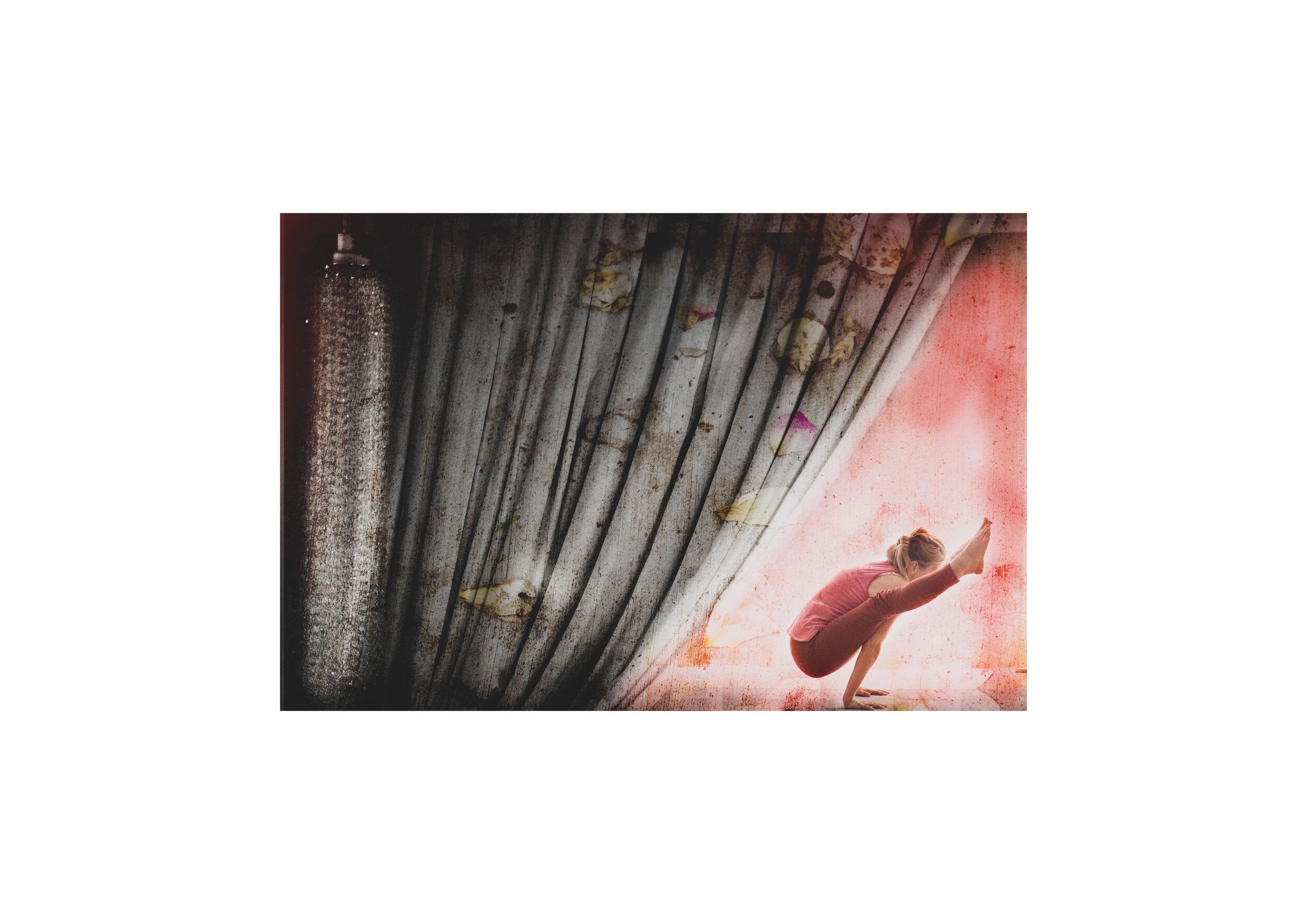Tittibhasana behind the curtain