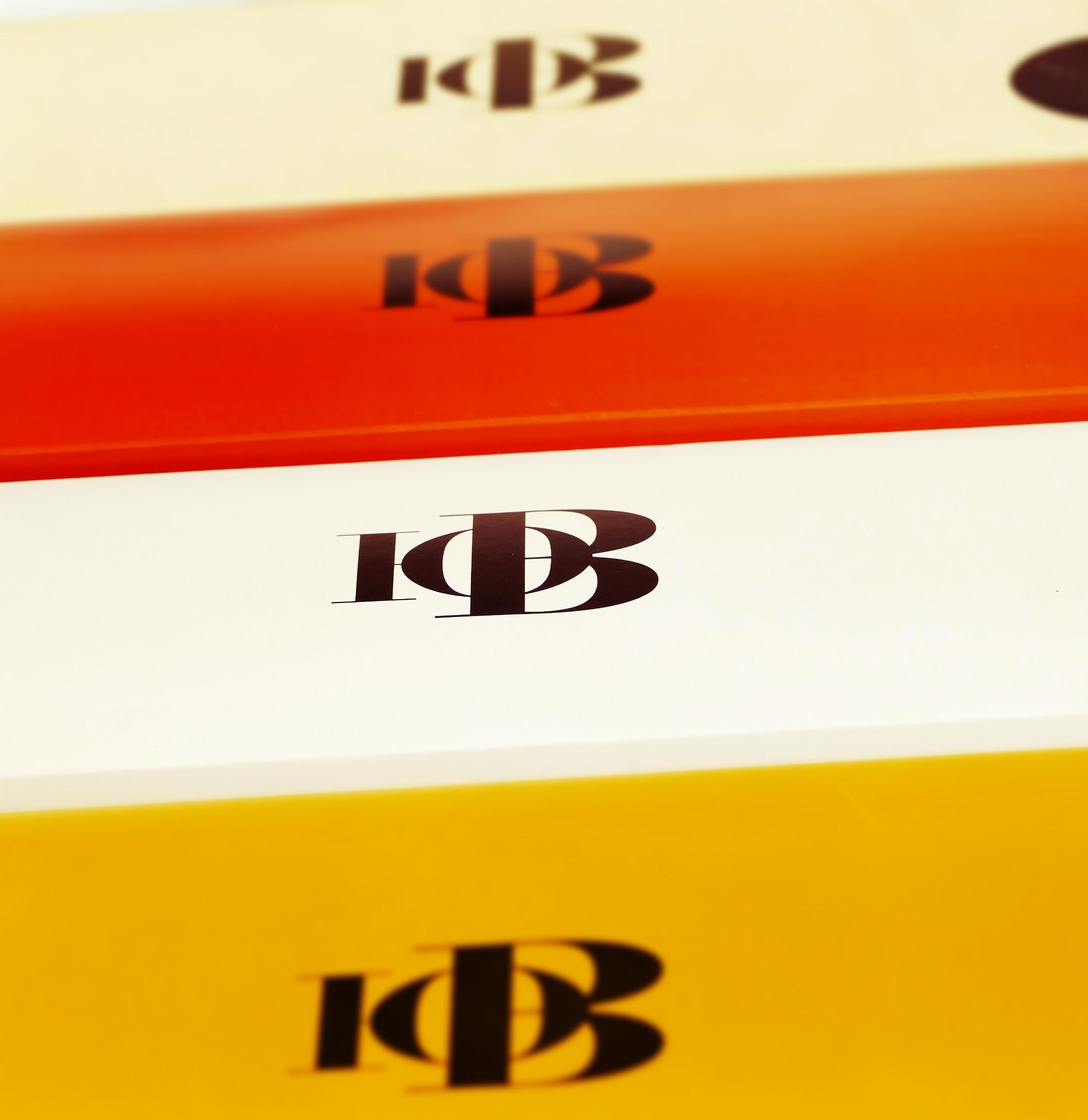 логотип на коробках в ряд.jpg
