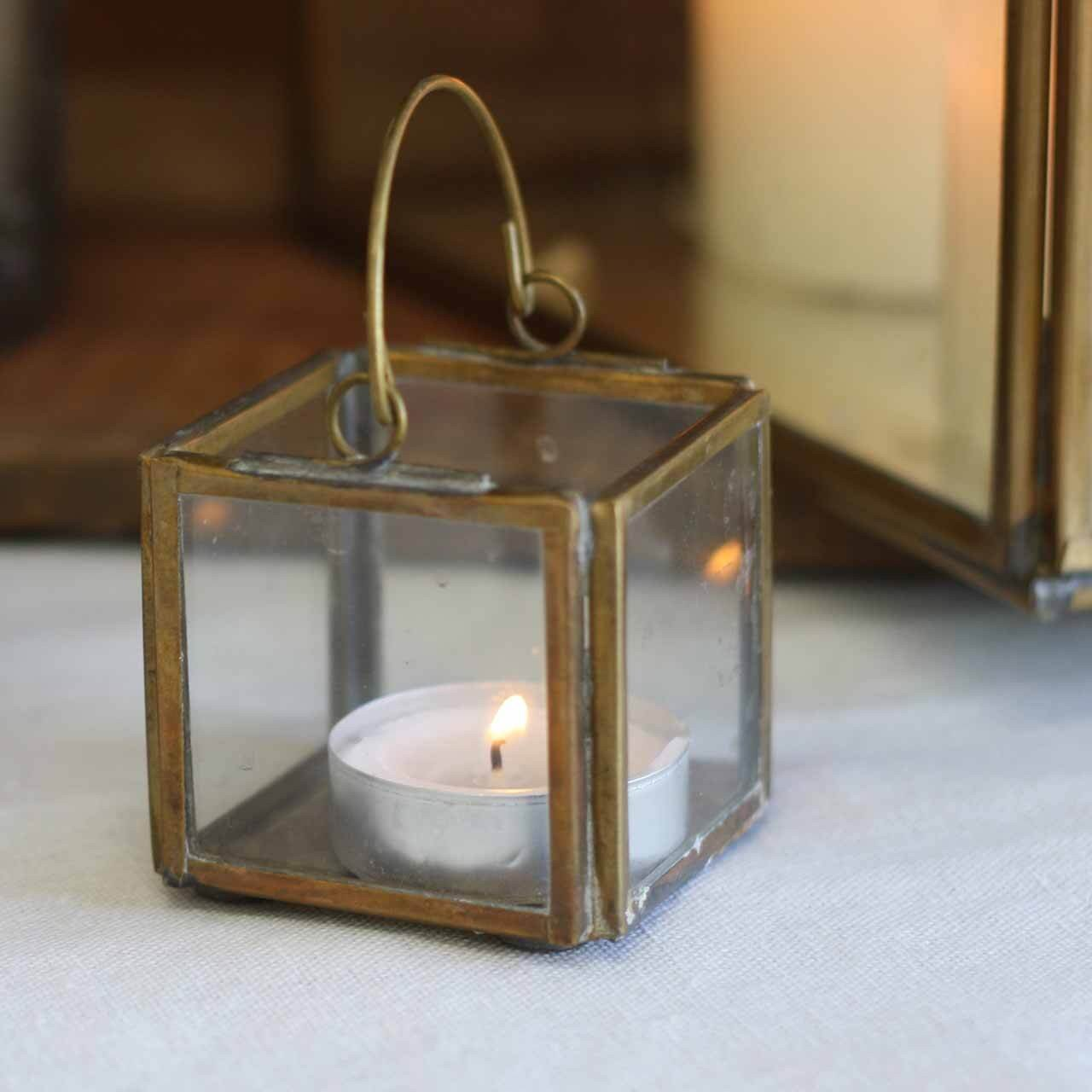 Small_square_brass_tea_light_holder_with_handle_2.jpg