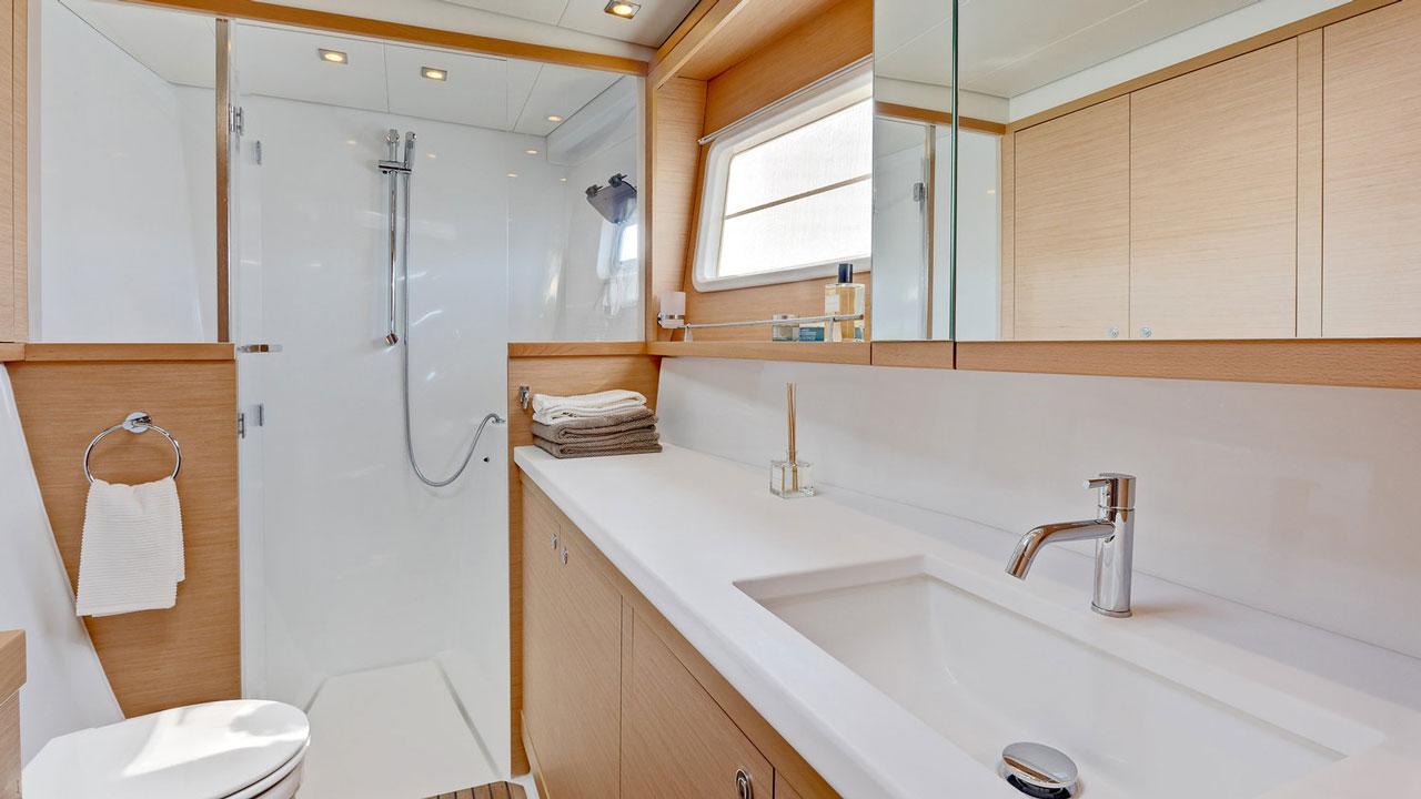 Lagoon-Catamaran-45-Bathroom.jpg
