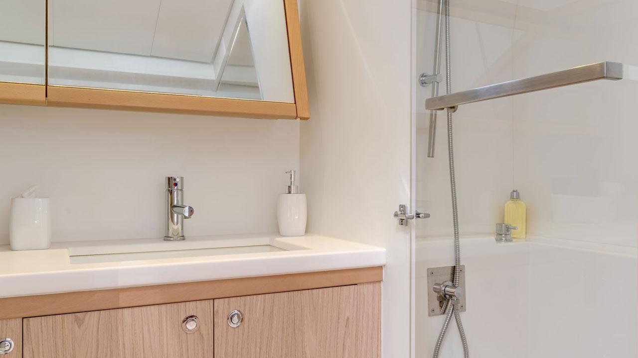 Lagoon-Catamaran-52-Bathroom.jpg