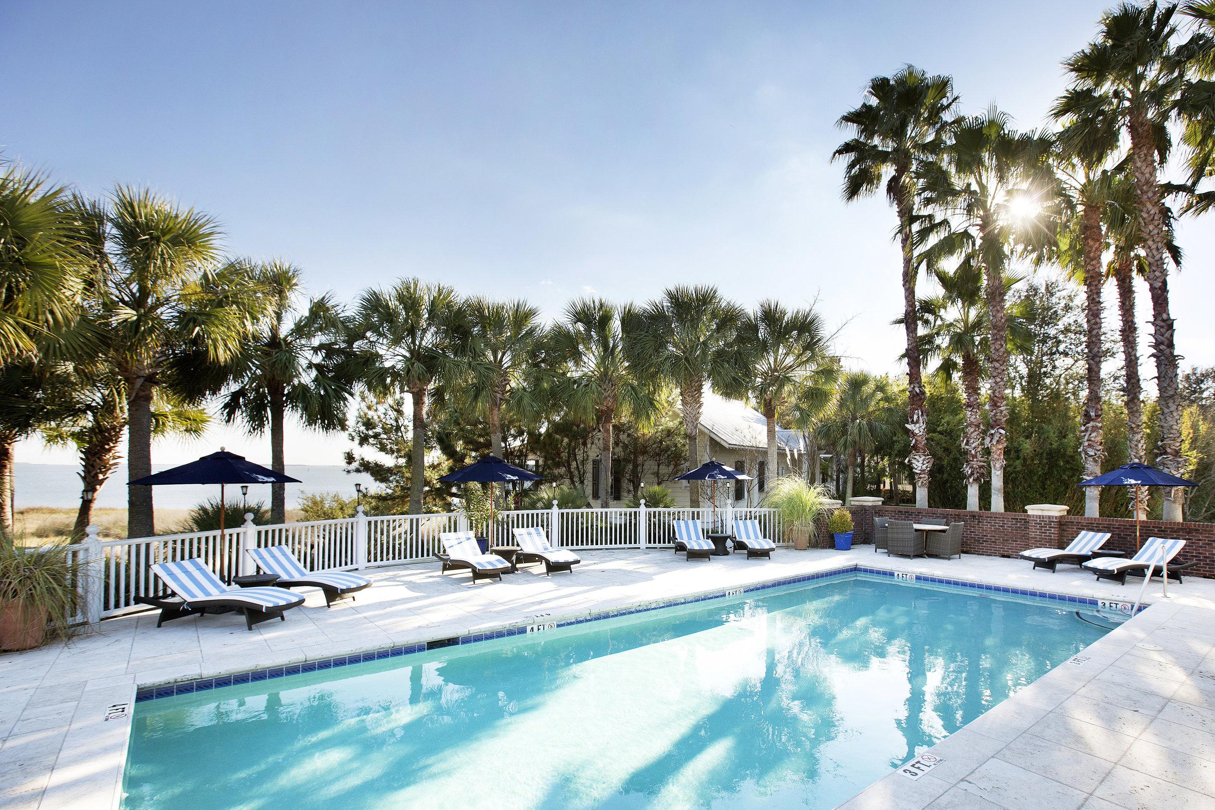12-cottages-pool-deck.jpg